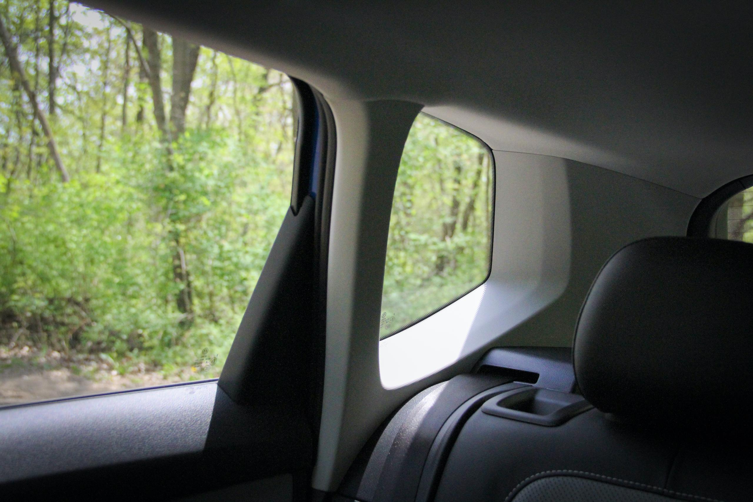 2022 Volkswagen Taos SEL blindspot