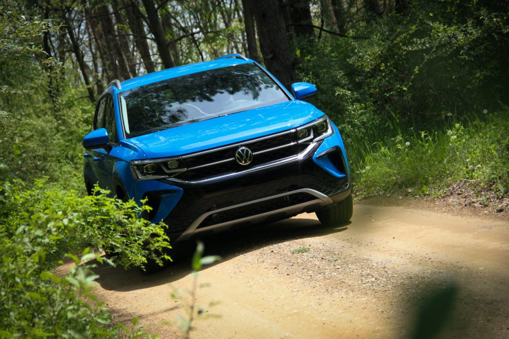 2022 Volkswagen Taos SEL front three-quarter