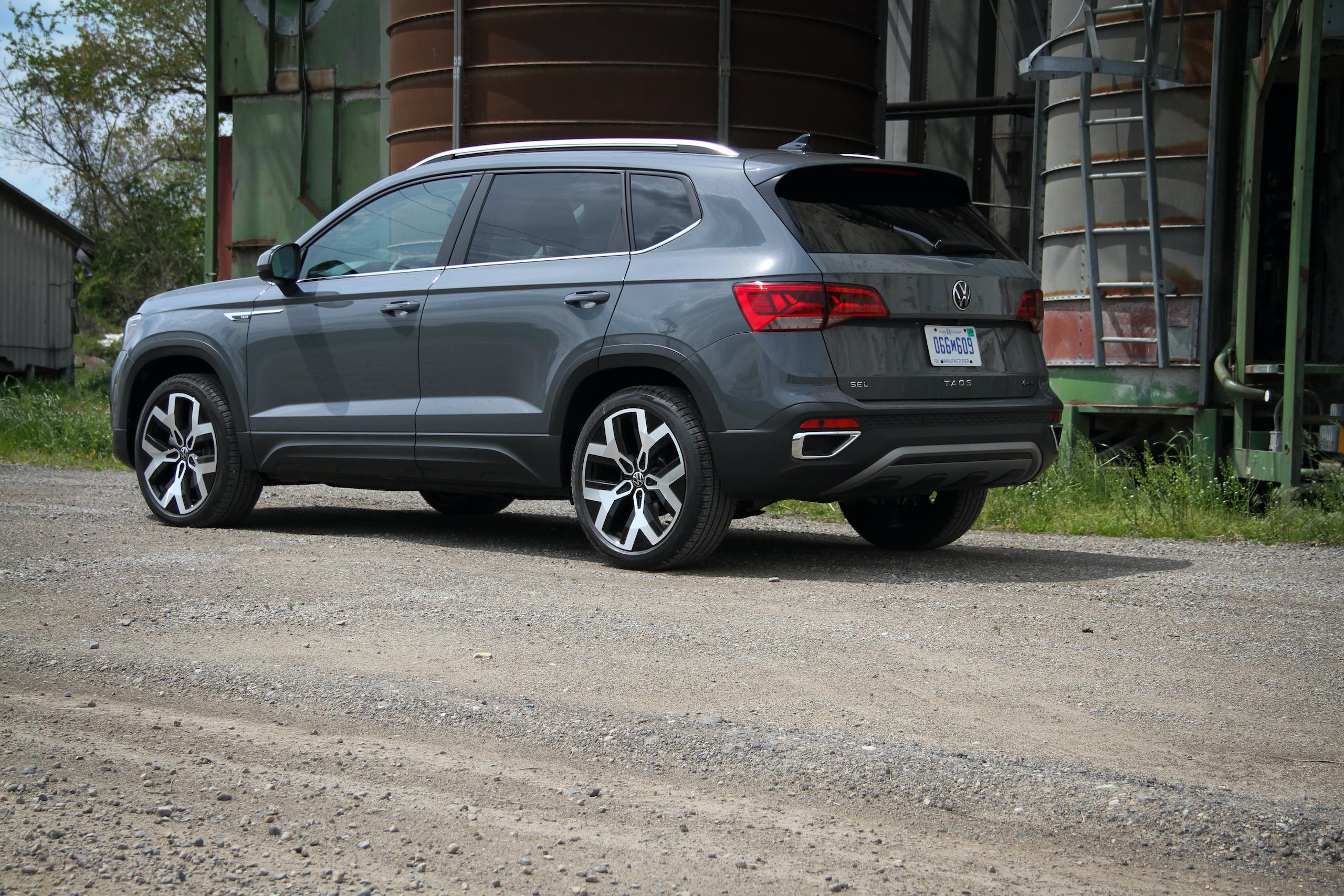 2022 Volkswagen Taos SEL AWD rear three-quarter