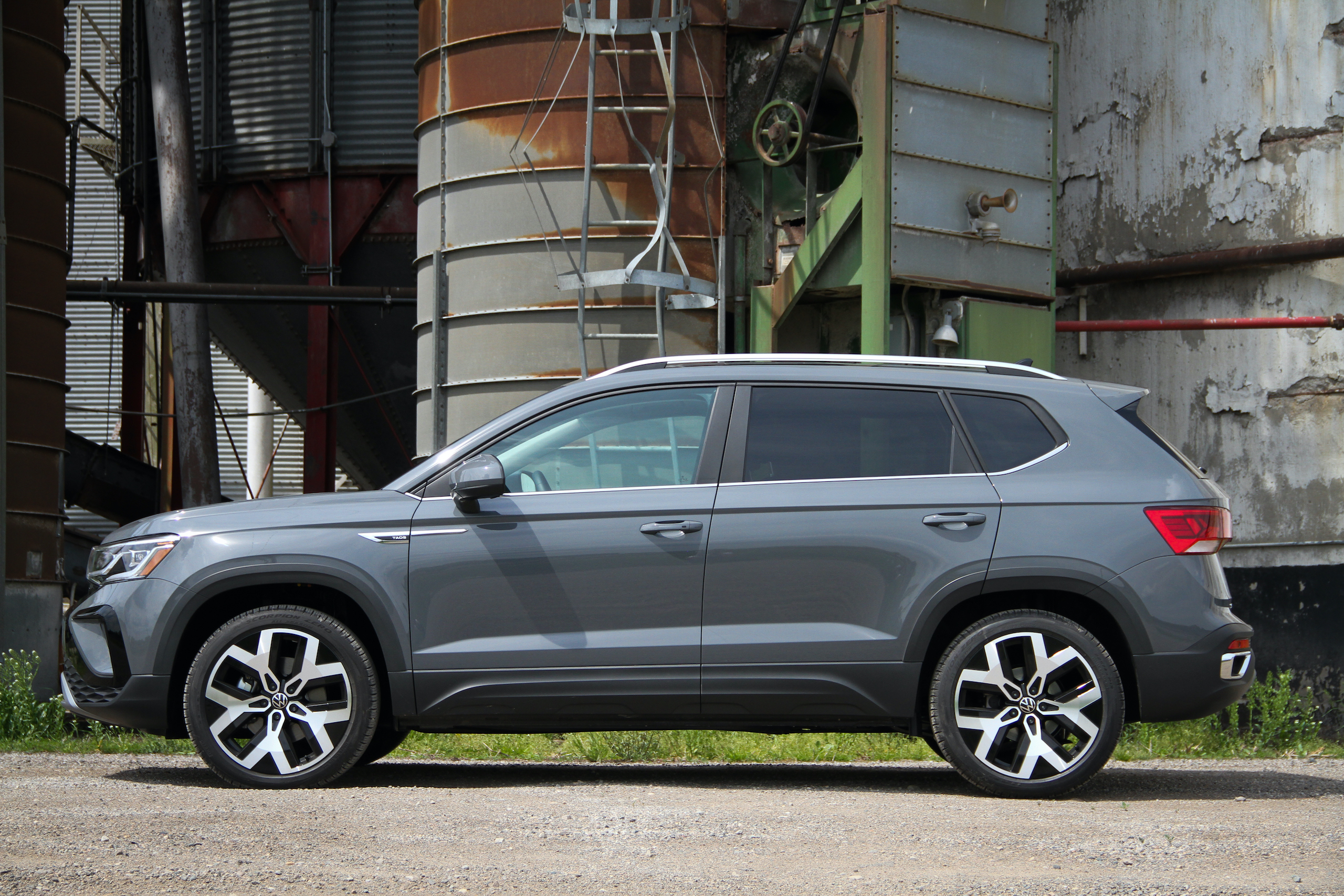 2022 Volkswagen Taos SEL AWD side profile low