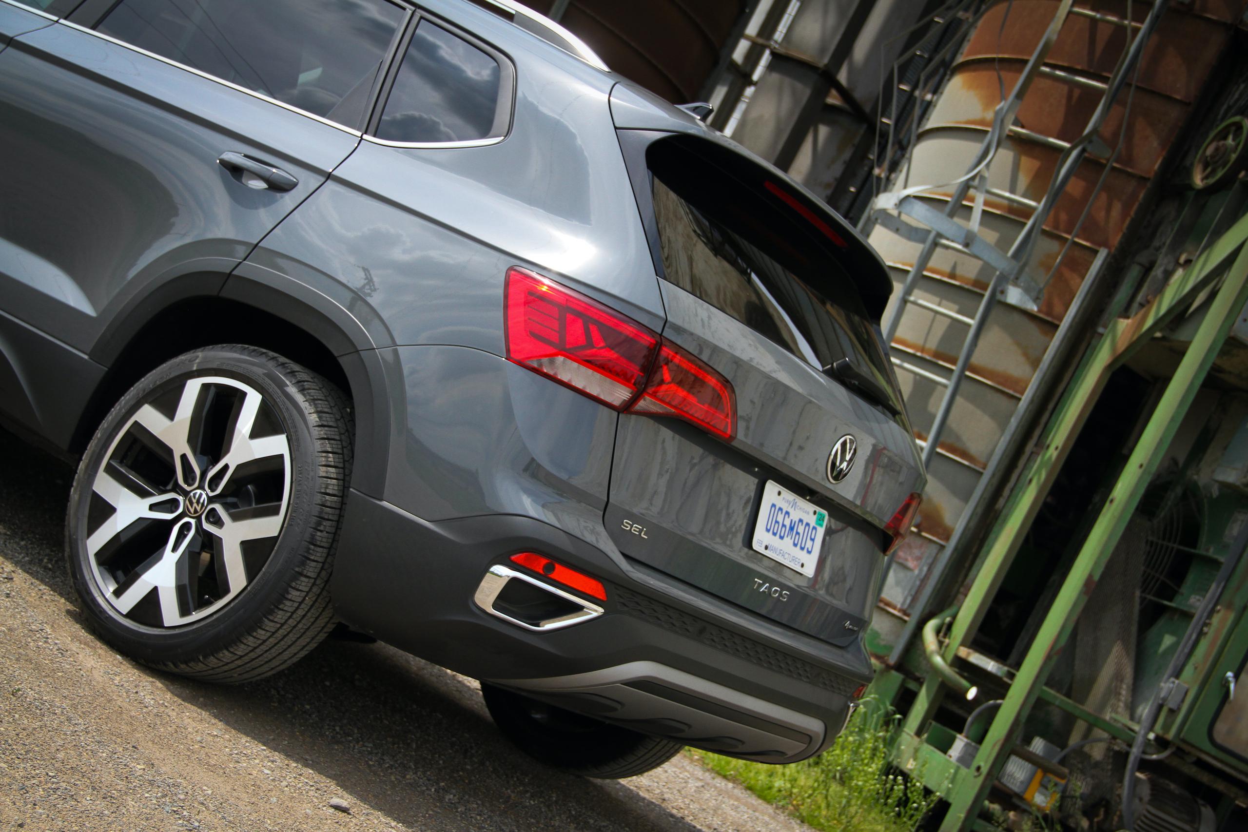 2022 Volkswagen Taos SEL AWD rear end
