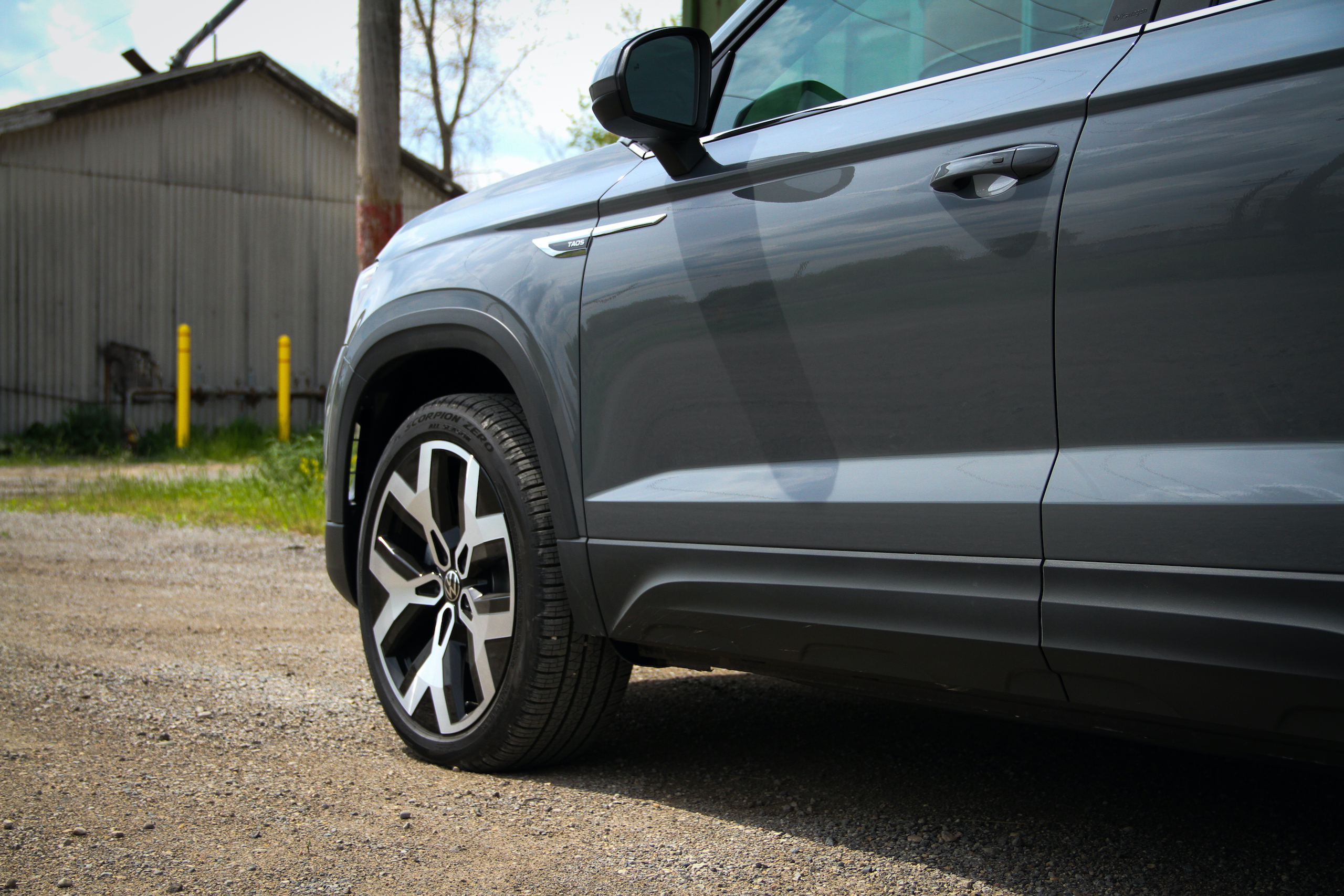 2022 Volkswagen Taos SEL AWD front end