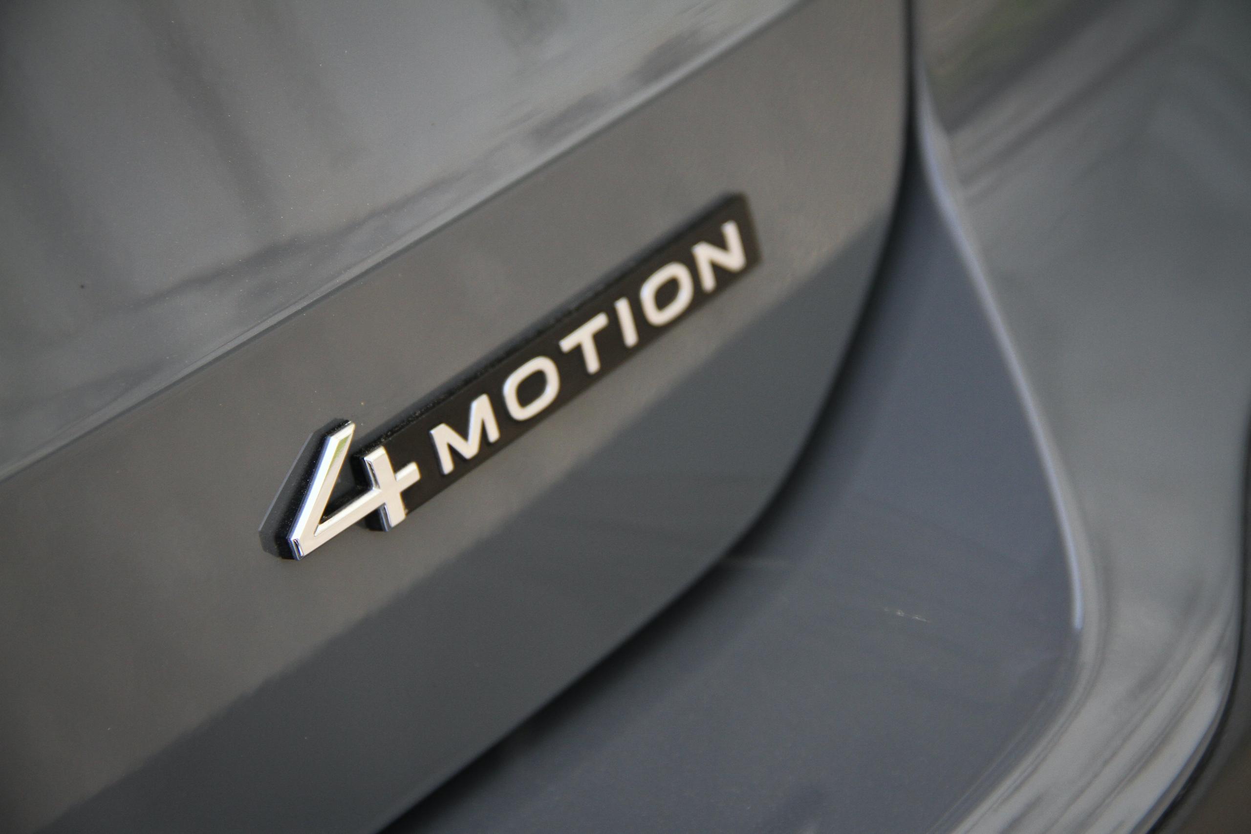 2022 Volkswagen Taos SEL AWD 4motion badge