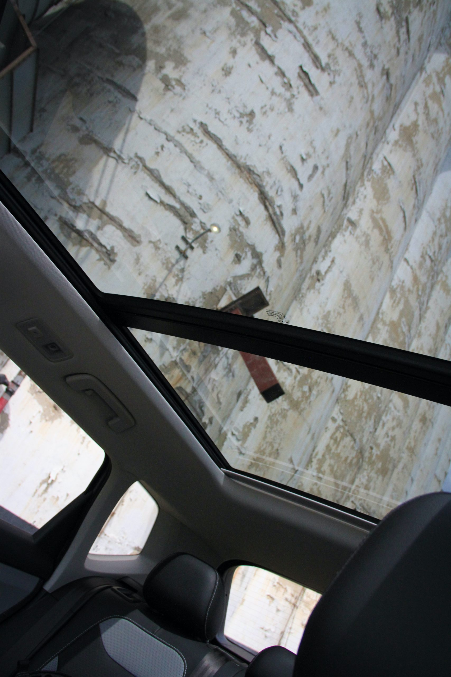 2022 Volkswagen Taos SEL AWD sunroof view
