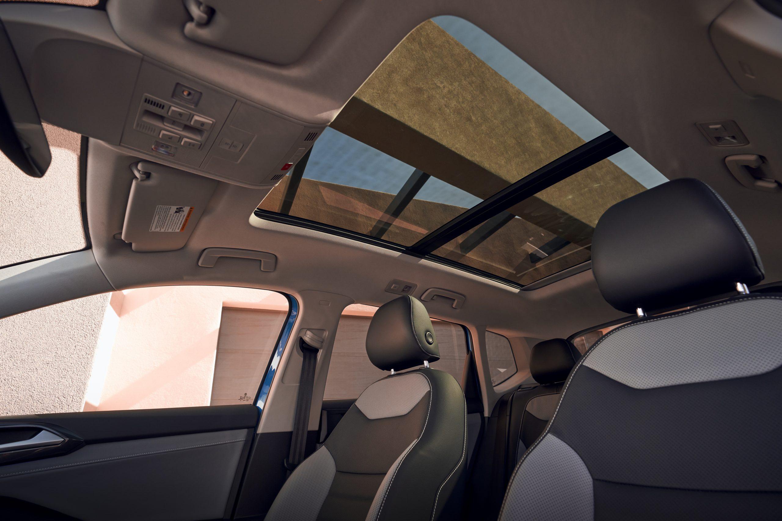2022 Volkswagen Taos interior moonroof closed