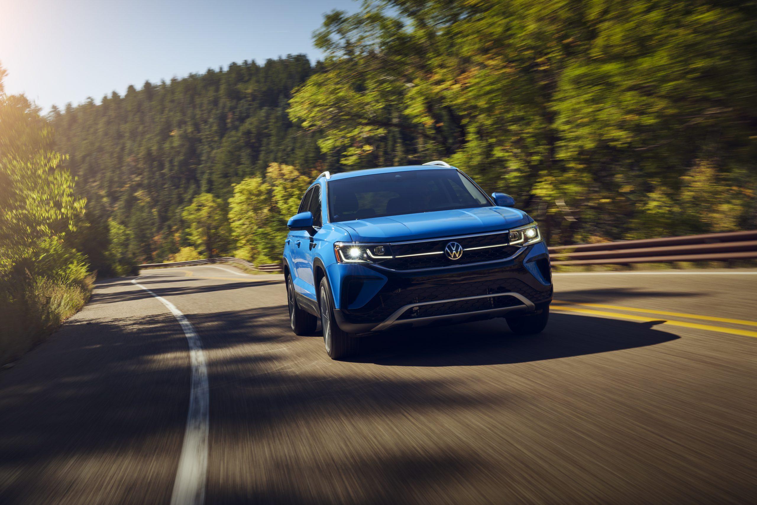 2022 Volkswagen Taos front action