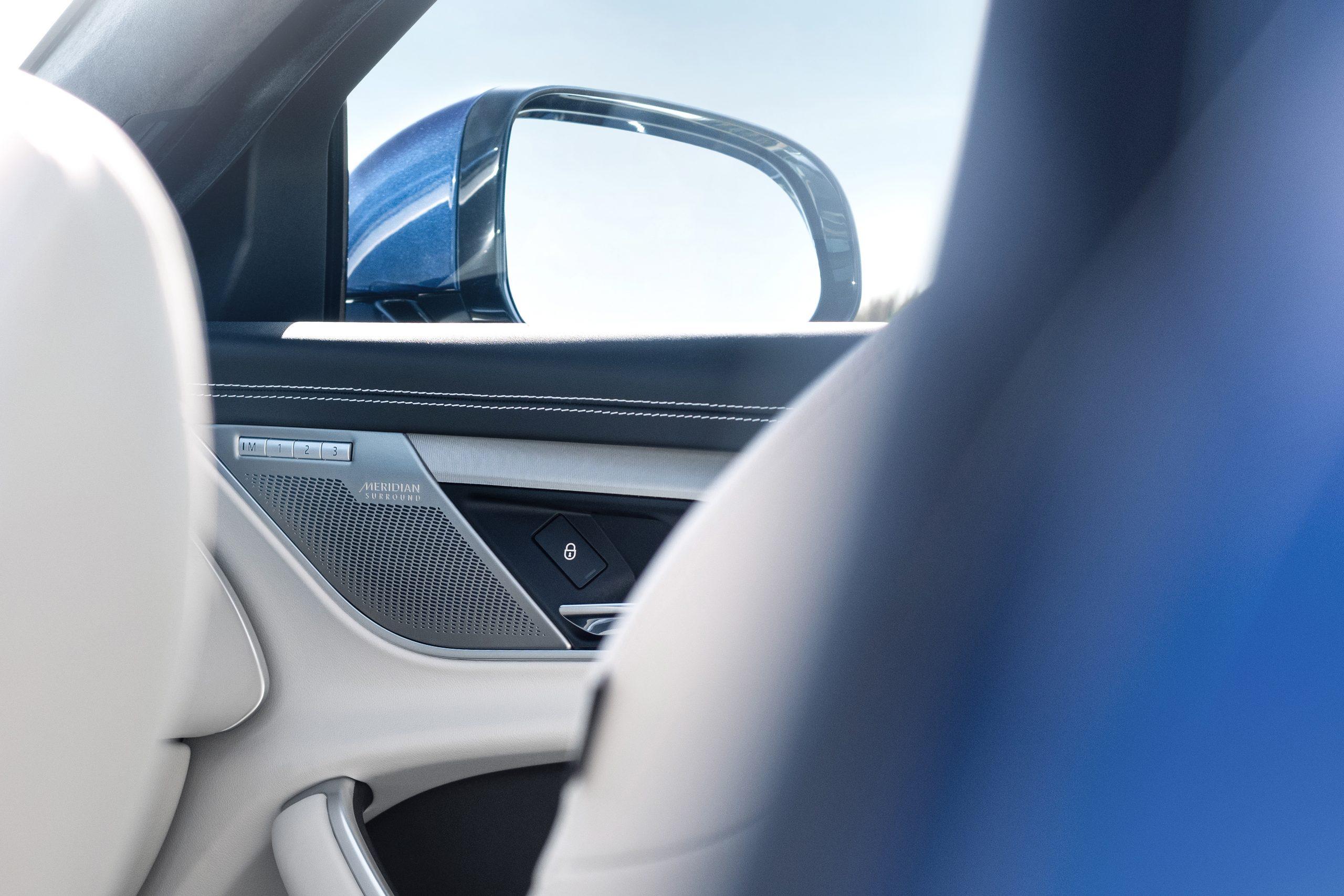 2021 Jaguar XF interior meridian sound