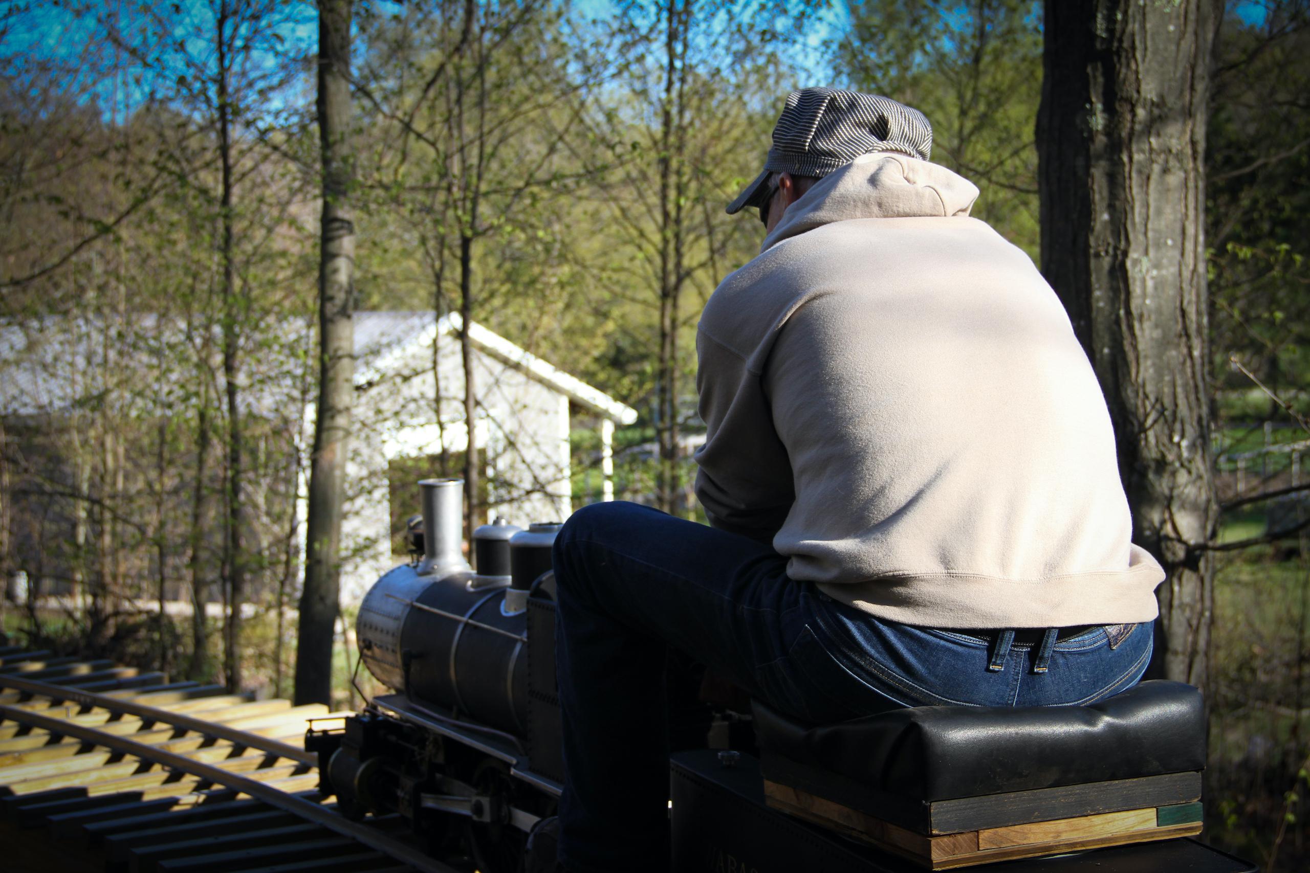 scale locomotive operator