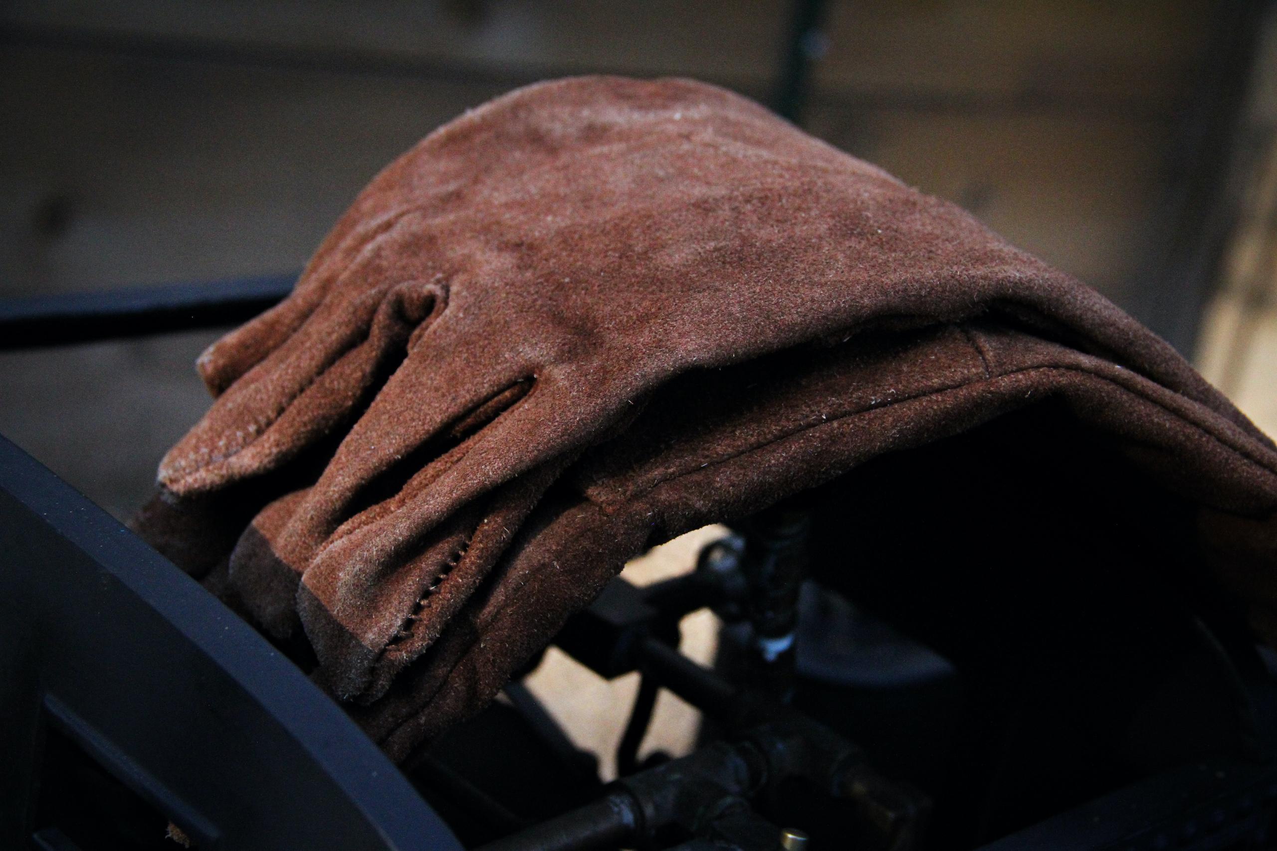 scale locomotive gloves