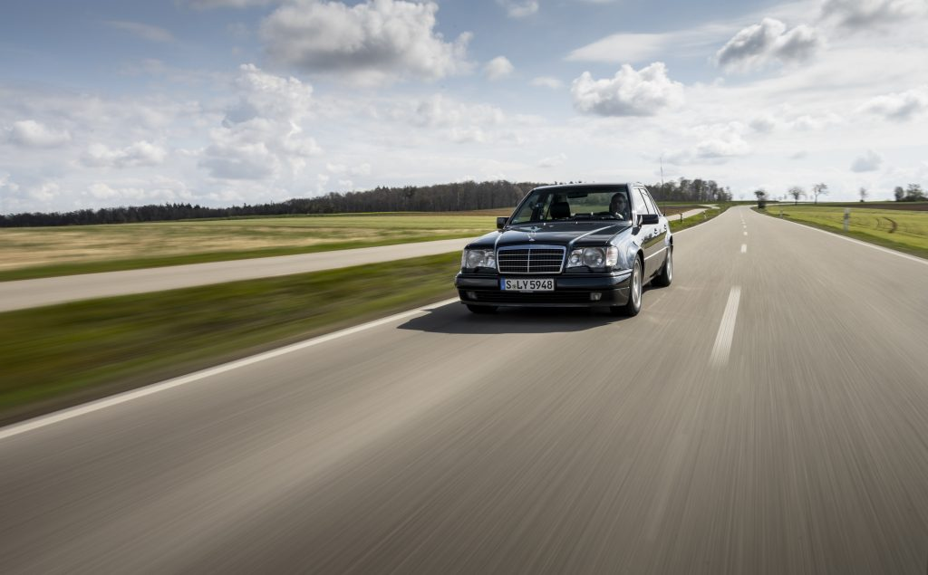 Mercedes-Benz 500 E highway front three quarter far