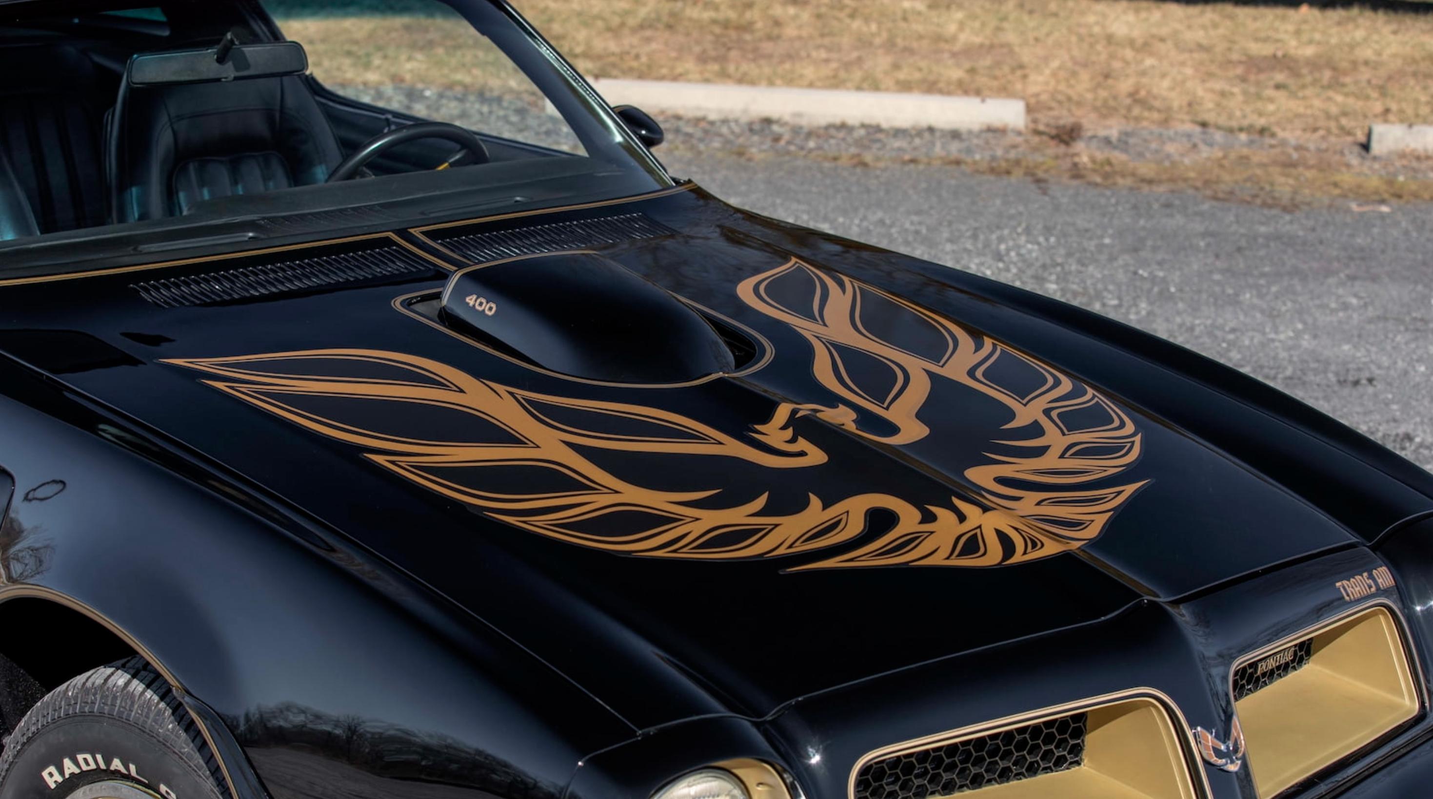 1976 Pontiac Trans Am hood
