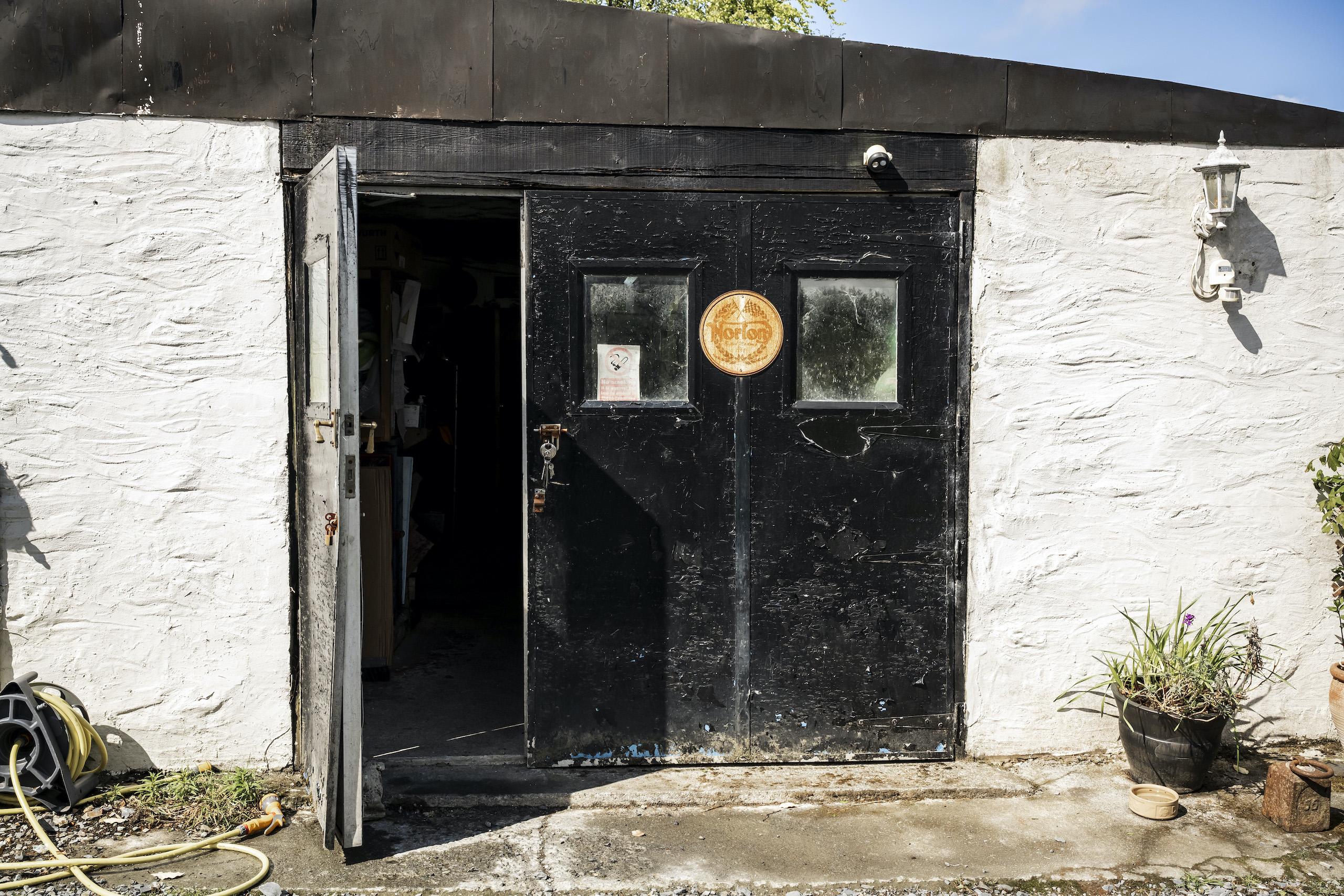 TAB II Classics shop doors
