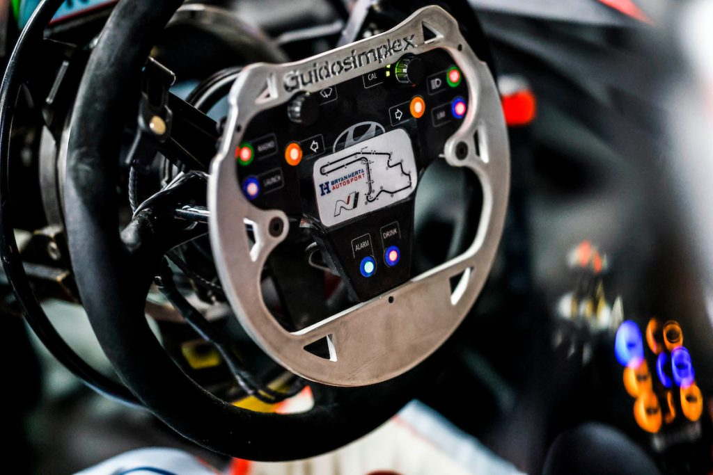 IMSA Michelin Pilot Challenge Robert Wickens Steering wheel with GuidoSimplexhand controls