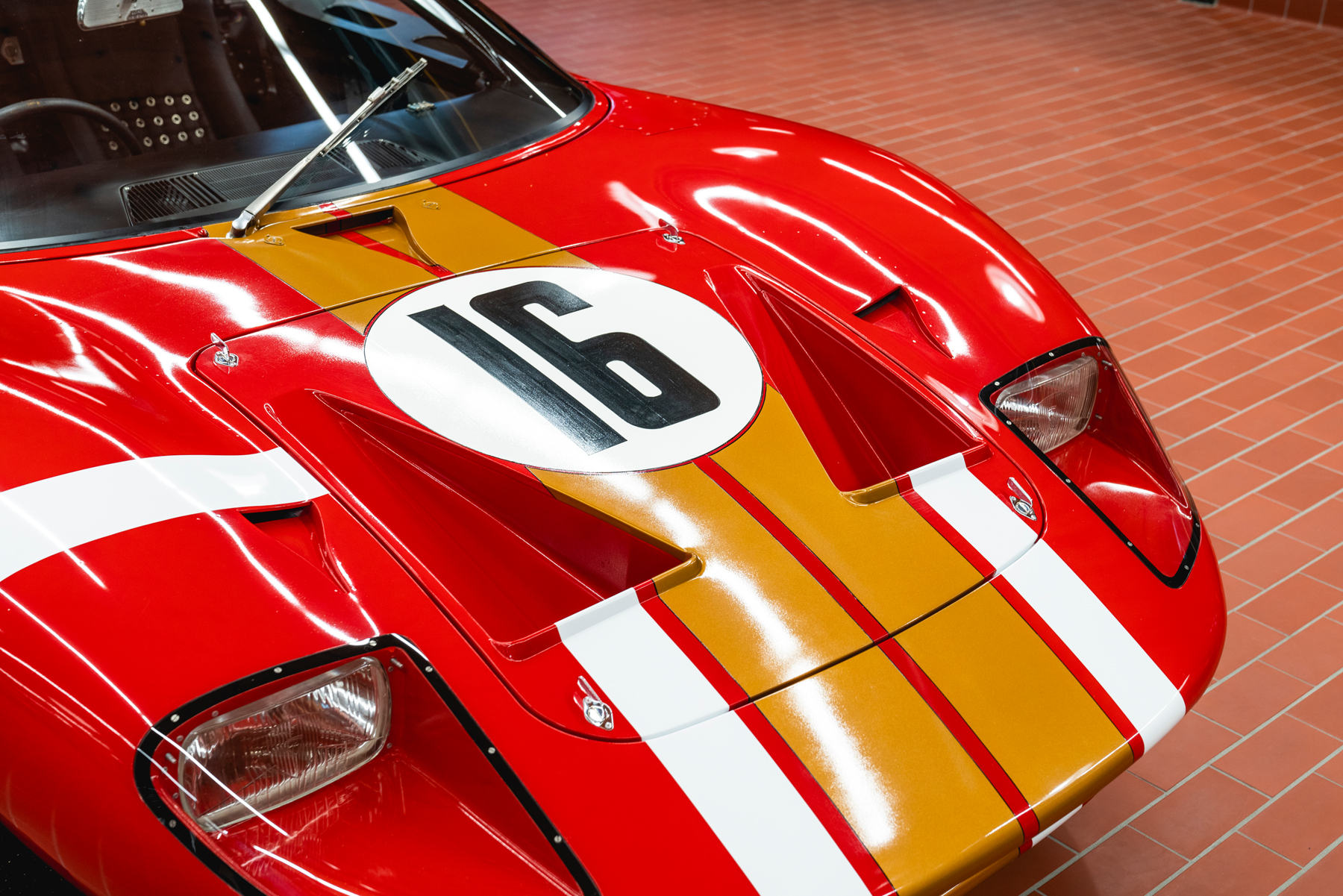 1966_Ford_GT40_Alan_Mann hood
