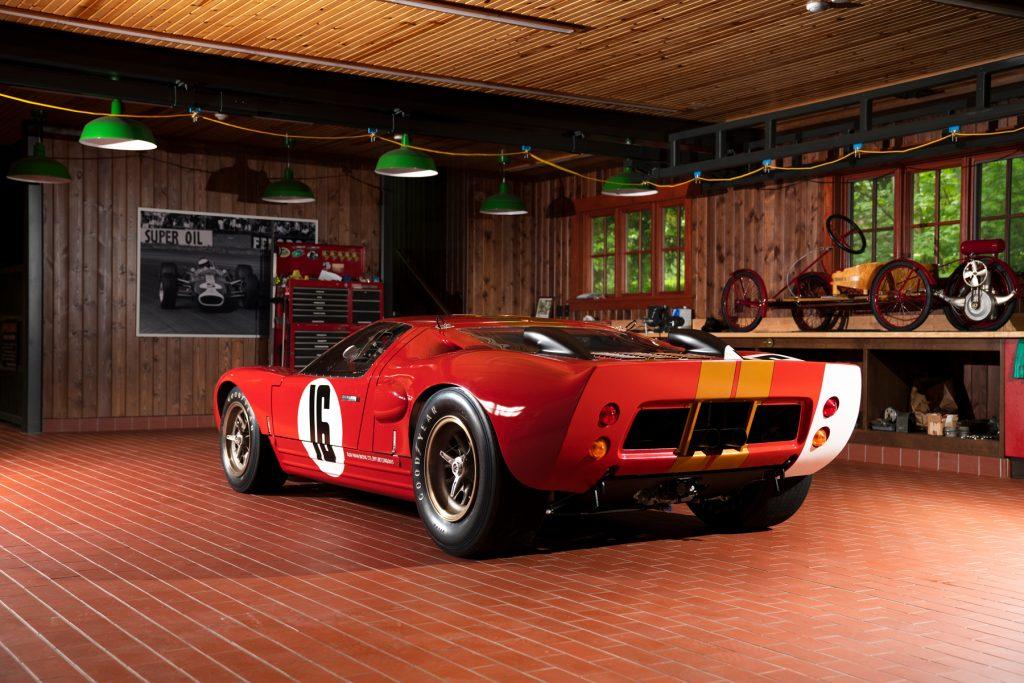 1966_Ford_GT40_Alan_Mann rear three-quarter