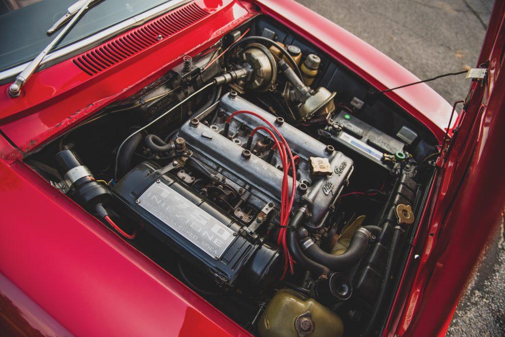 1969-Alfa-Romeo-1750-GT-Veloce engine