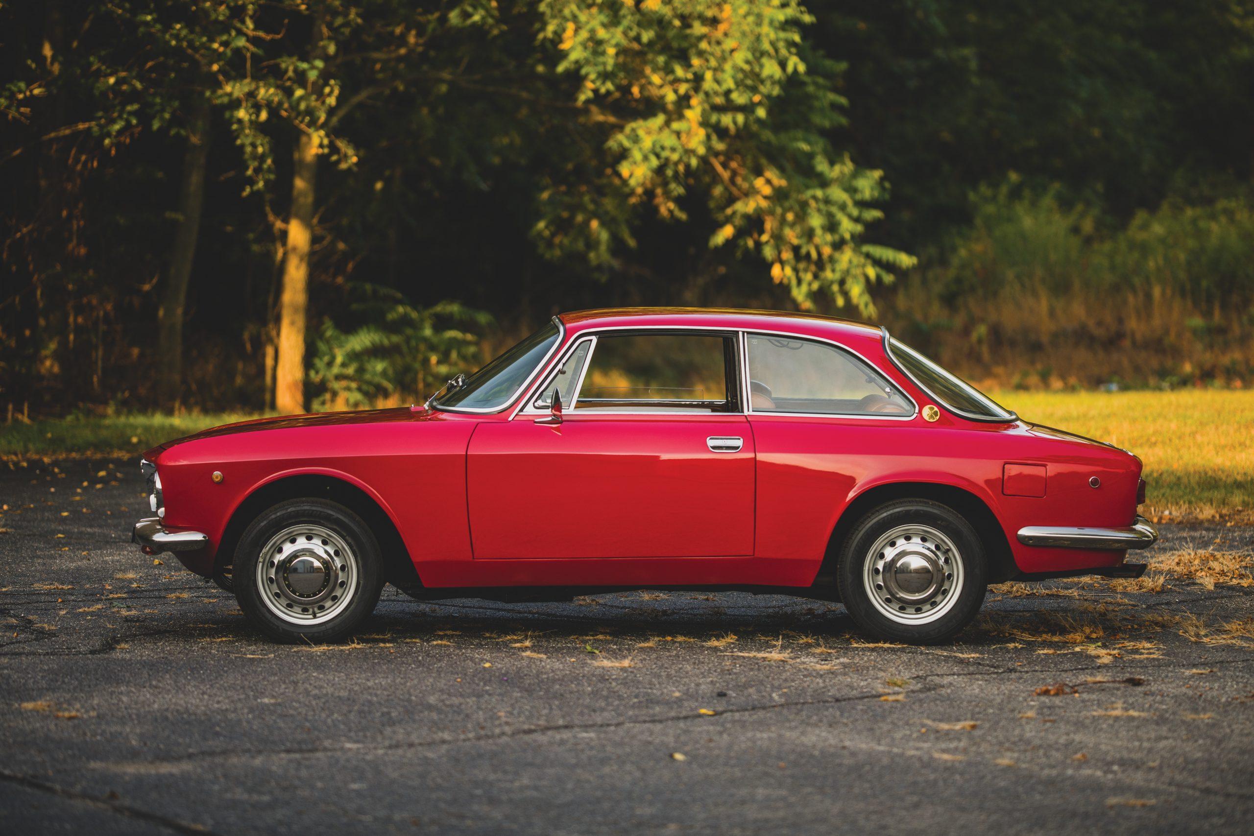 1969-Alfa-Romeo-1750-GT-Veloce side profile