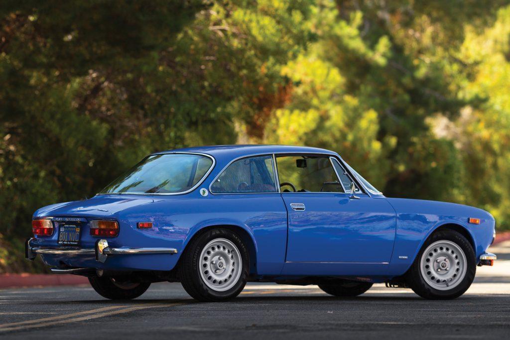 1974-Alfa-Romeo-2000-GT-Veloce rear three-quarter