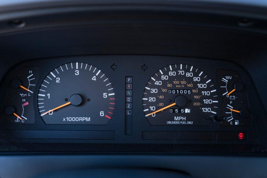 1994 Toyota Land Cruiser FZJ80 interior dash gauges