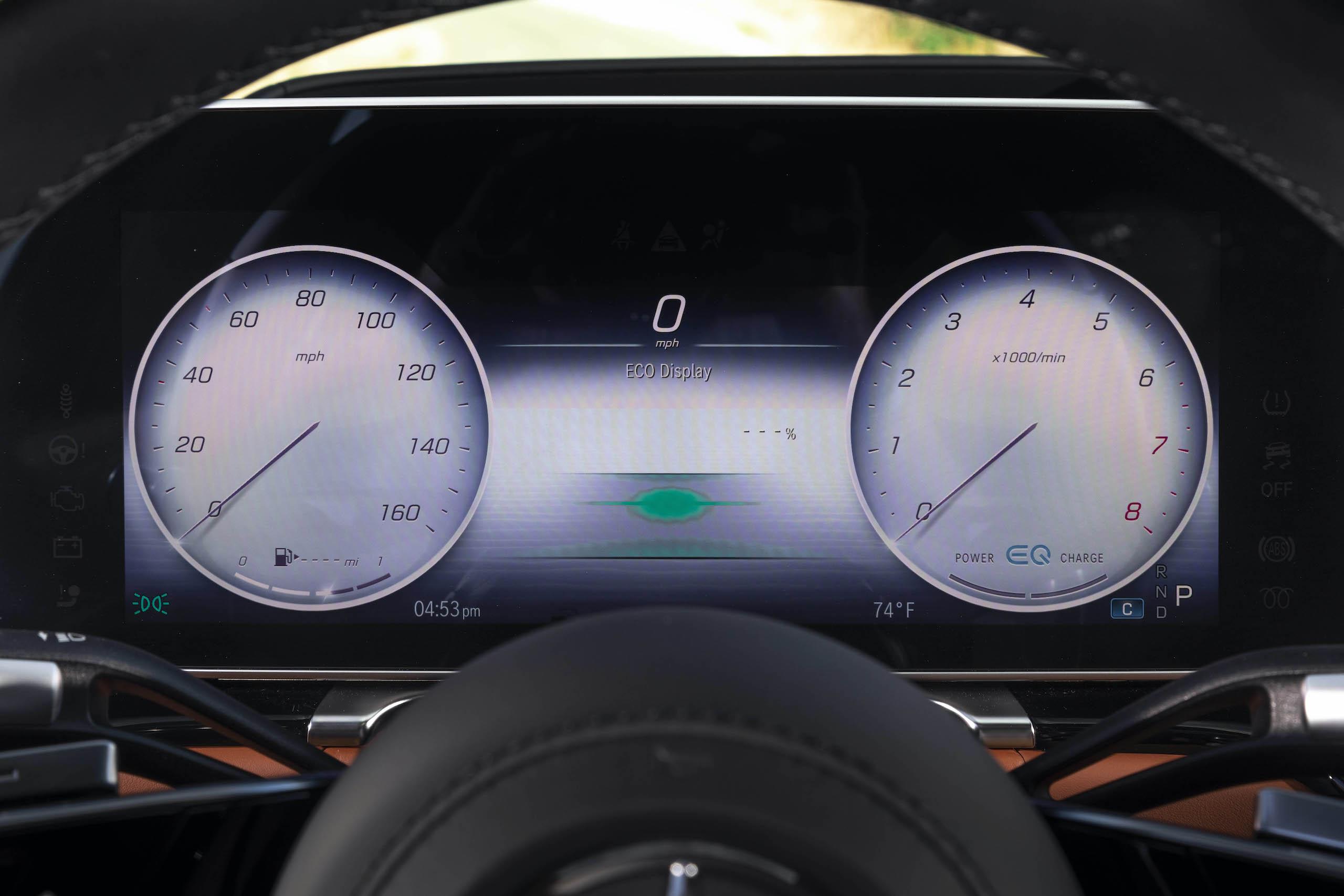 Mercedes Benz-S-Class interior dash display