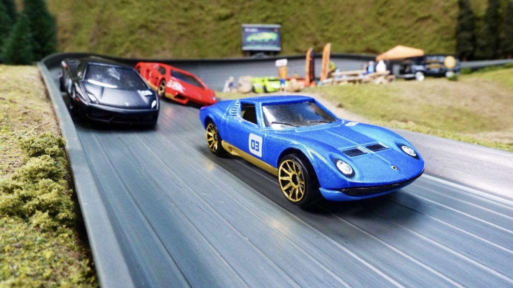 1/64-scale Lamborghinis on track
