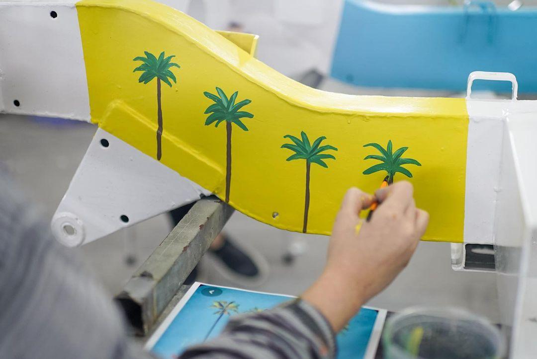 Custom Land Rover palm tree hand painting