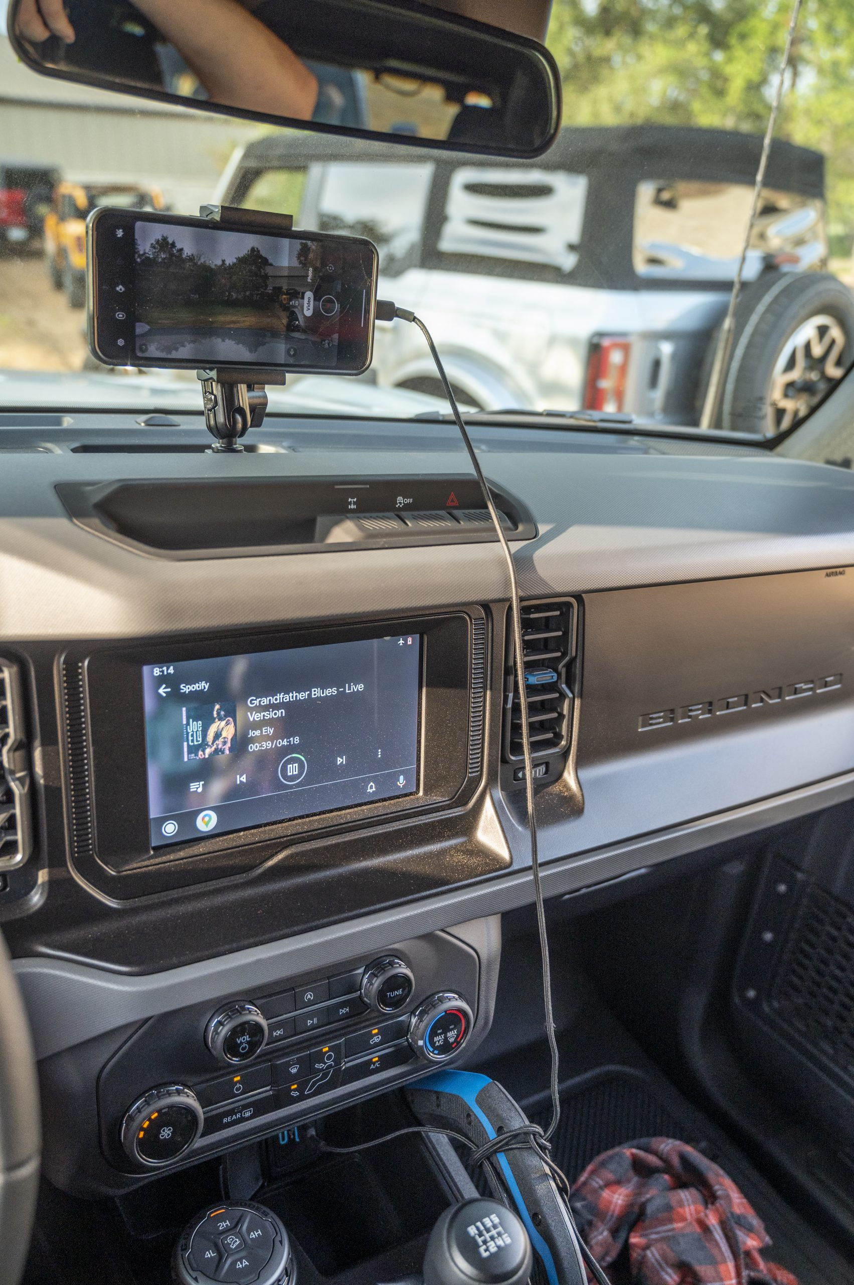 2021 Ford Bronco interior phone mount vertical