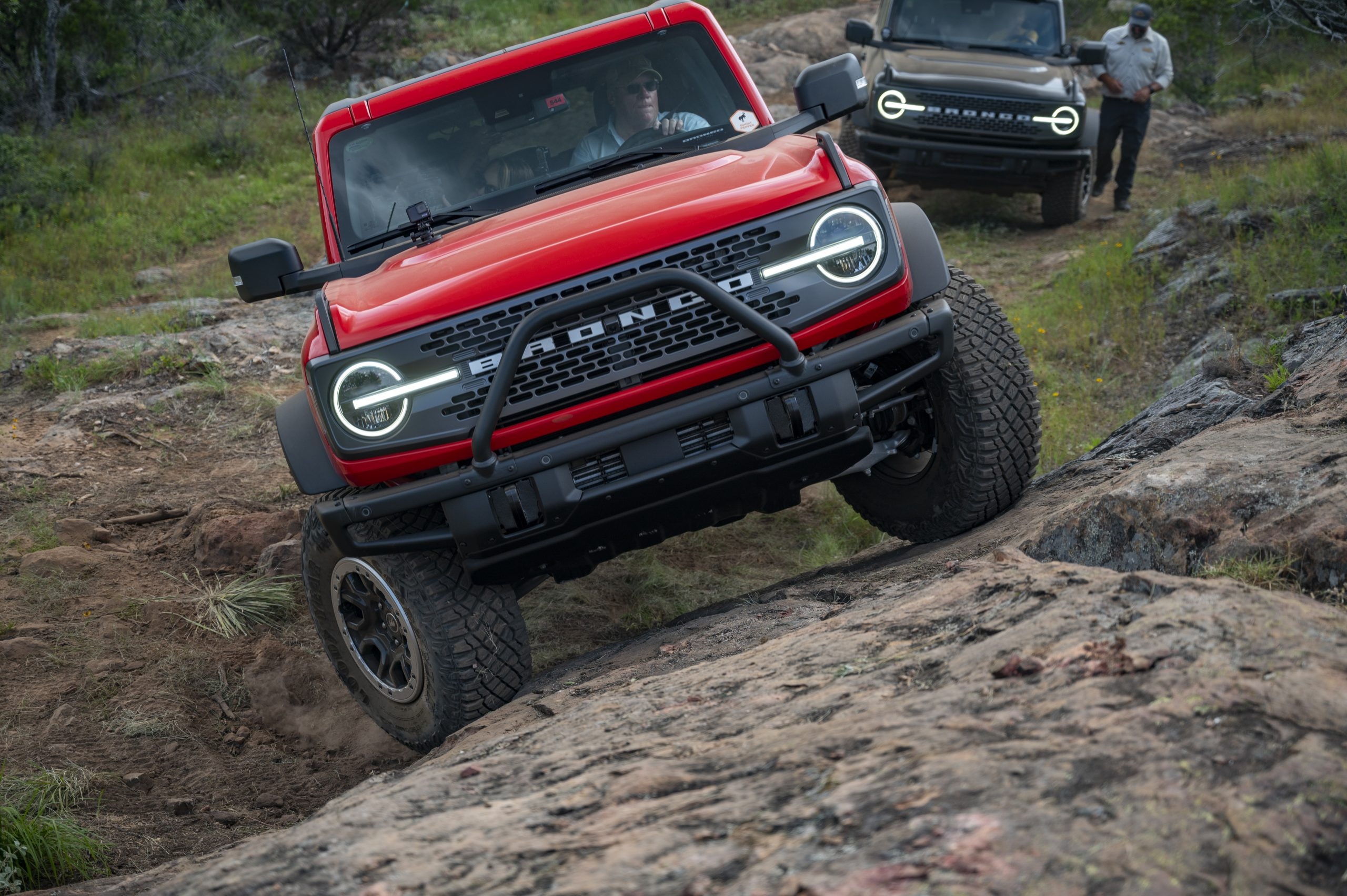 2021 Ford Bronco trail action front end ascending