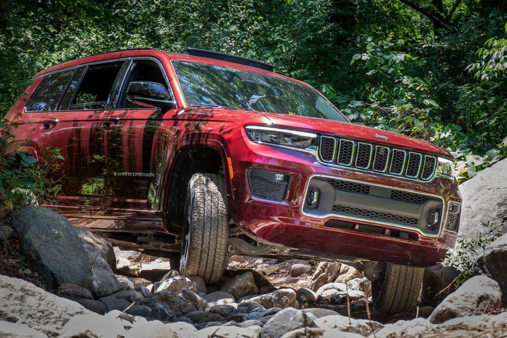 Jeep Grand Cherokee L rock crawling