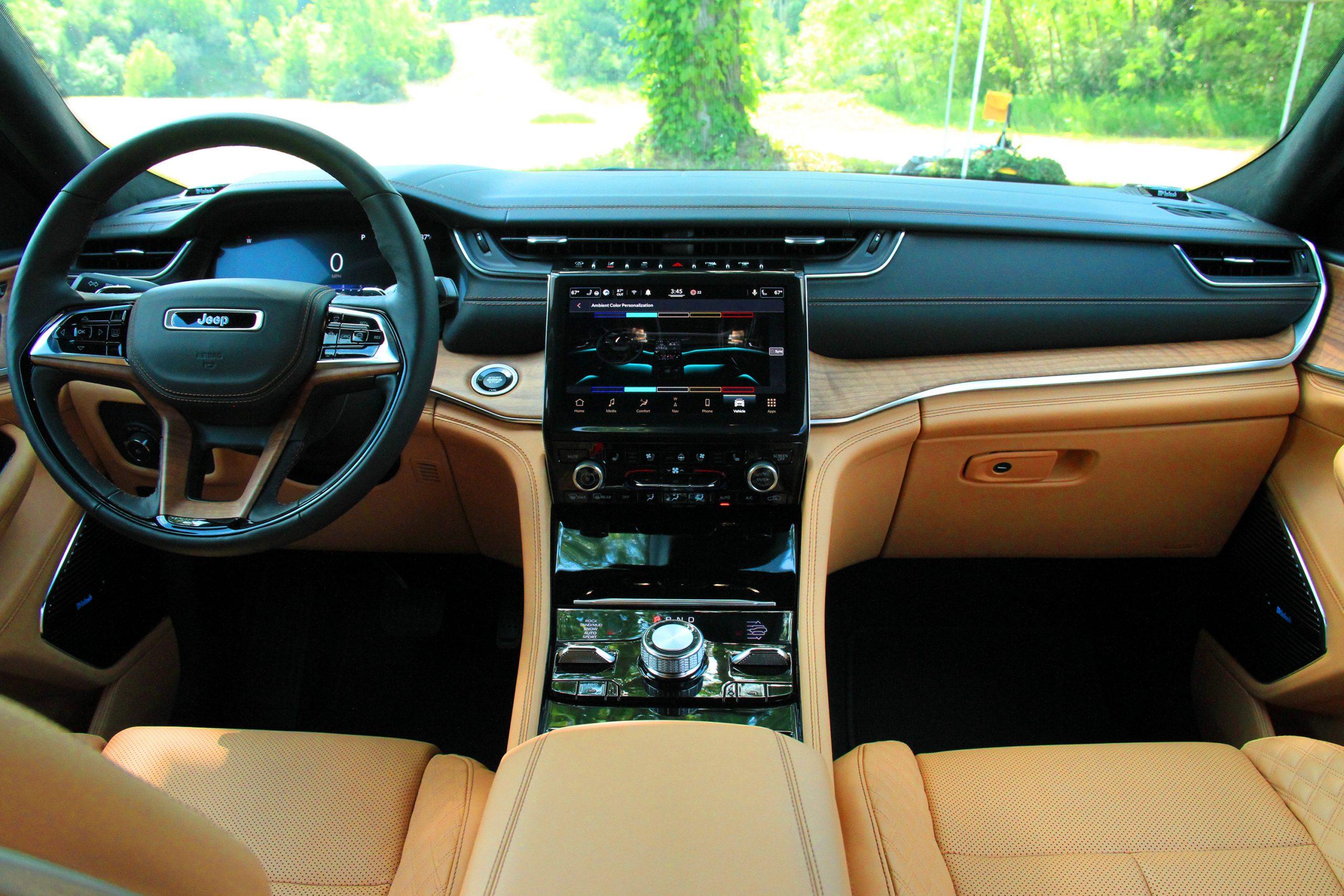 Jeep Grand Cherokee L Tupelo interior