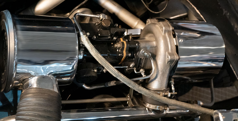 Chevrolet Corvair Monza GT engine close