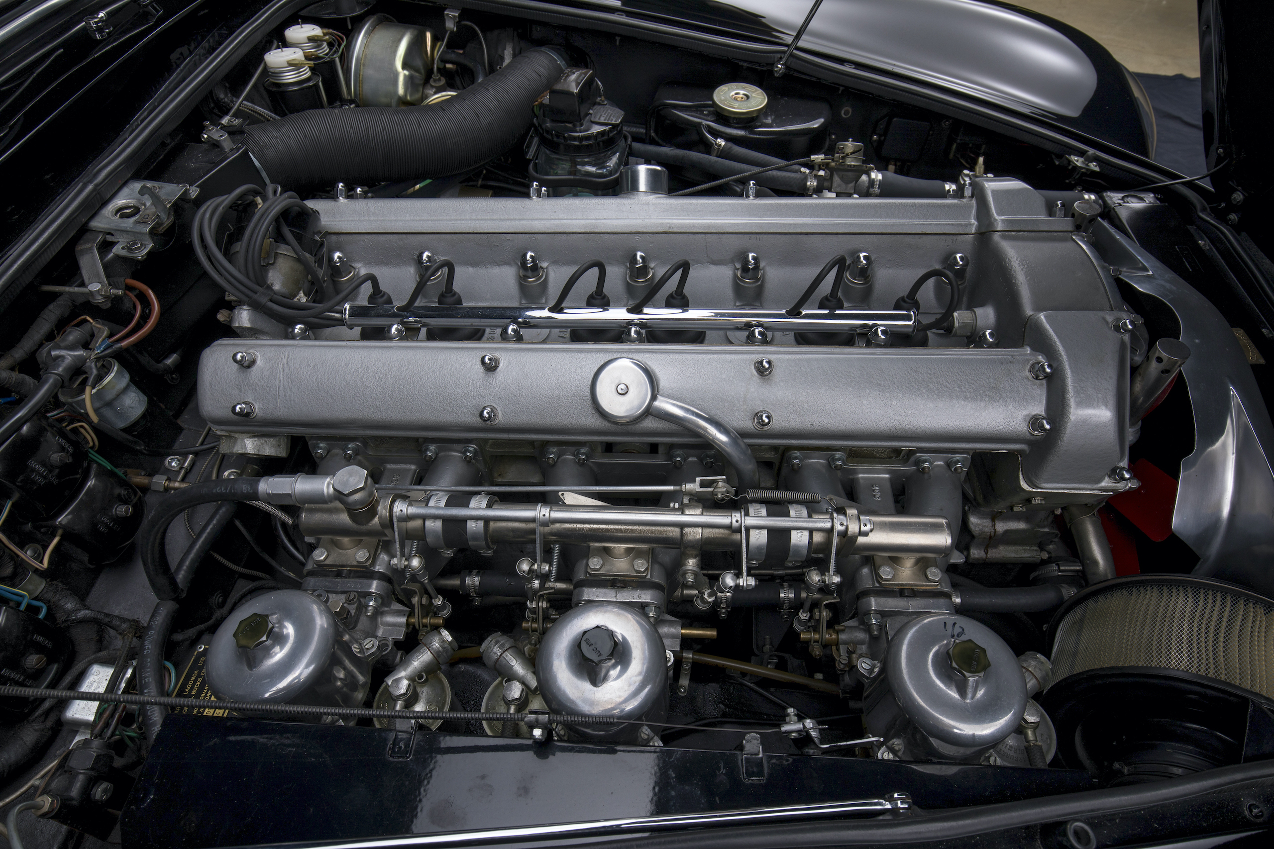 aston martin db5 convertible engine