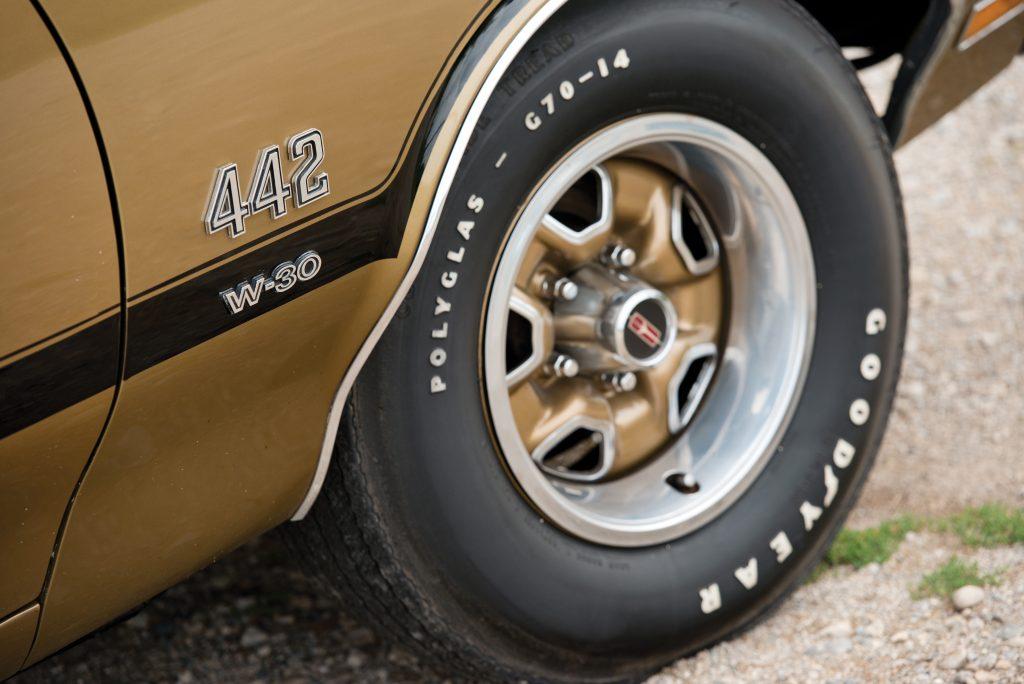 Oldsmobile 442 w30 badge