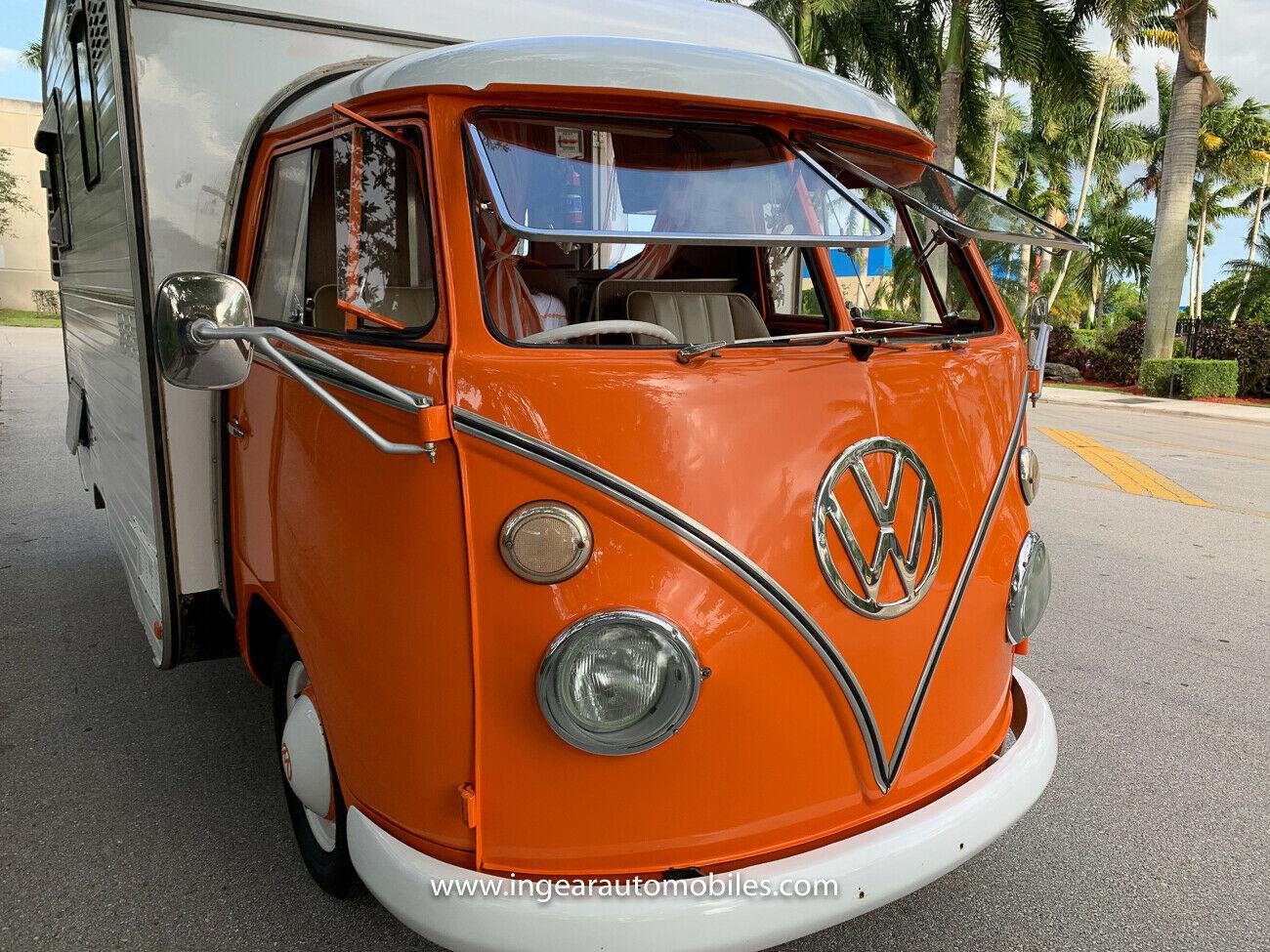 Volkswagen Bus Camper VW front three-quarter close