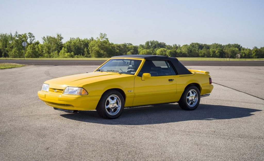1993 Ford Mustang LX front three-quarter