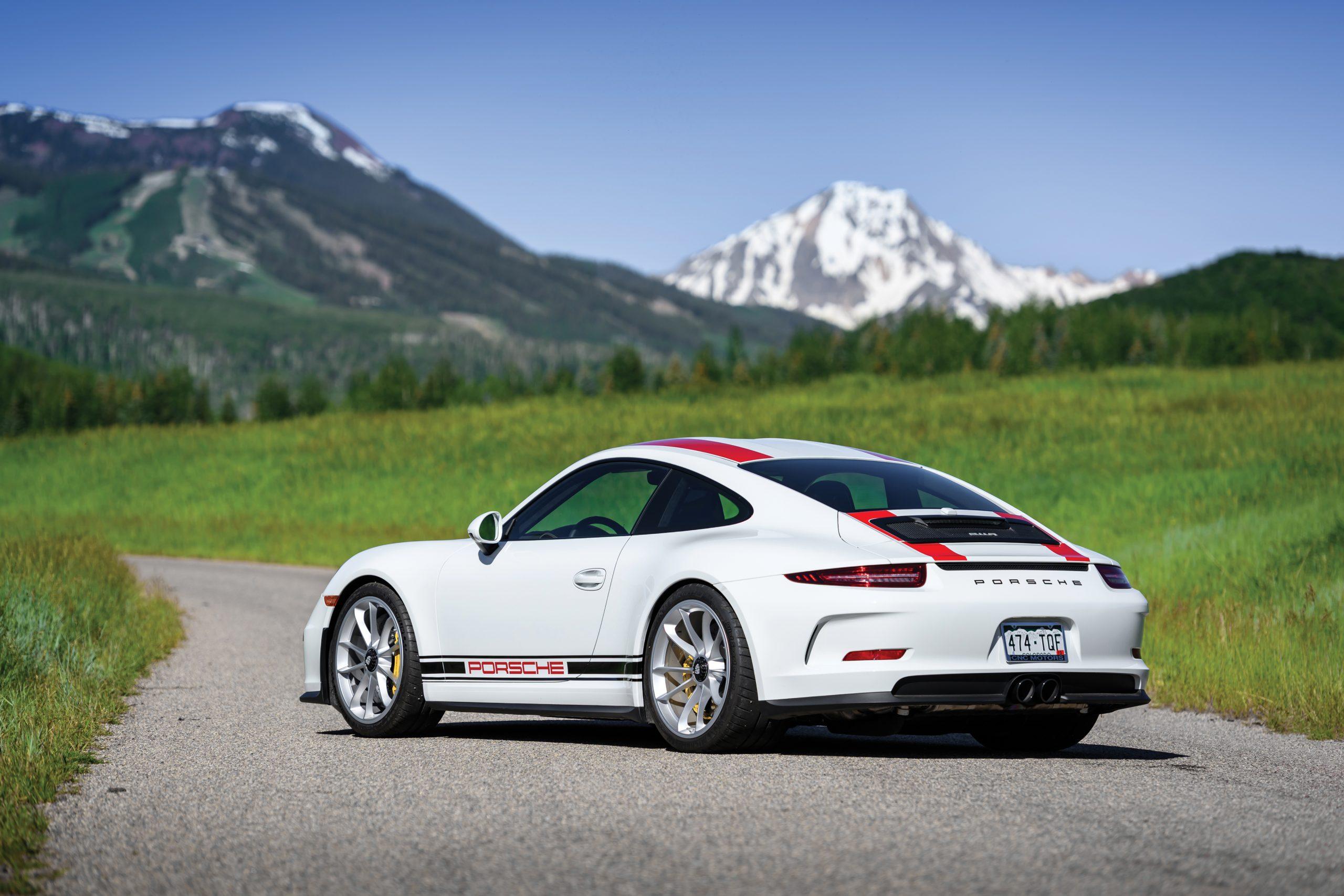 2016-Porsche-911-R rear three-quarter