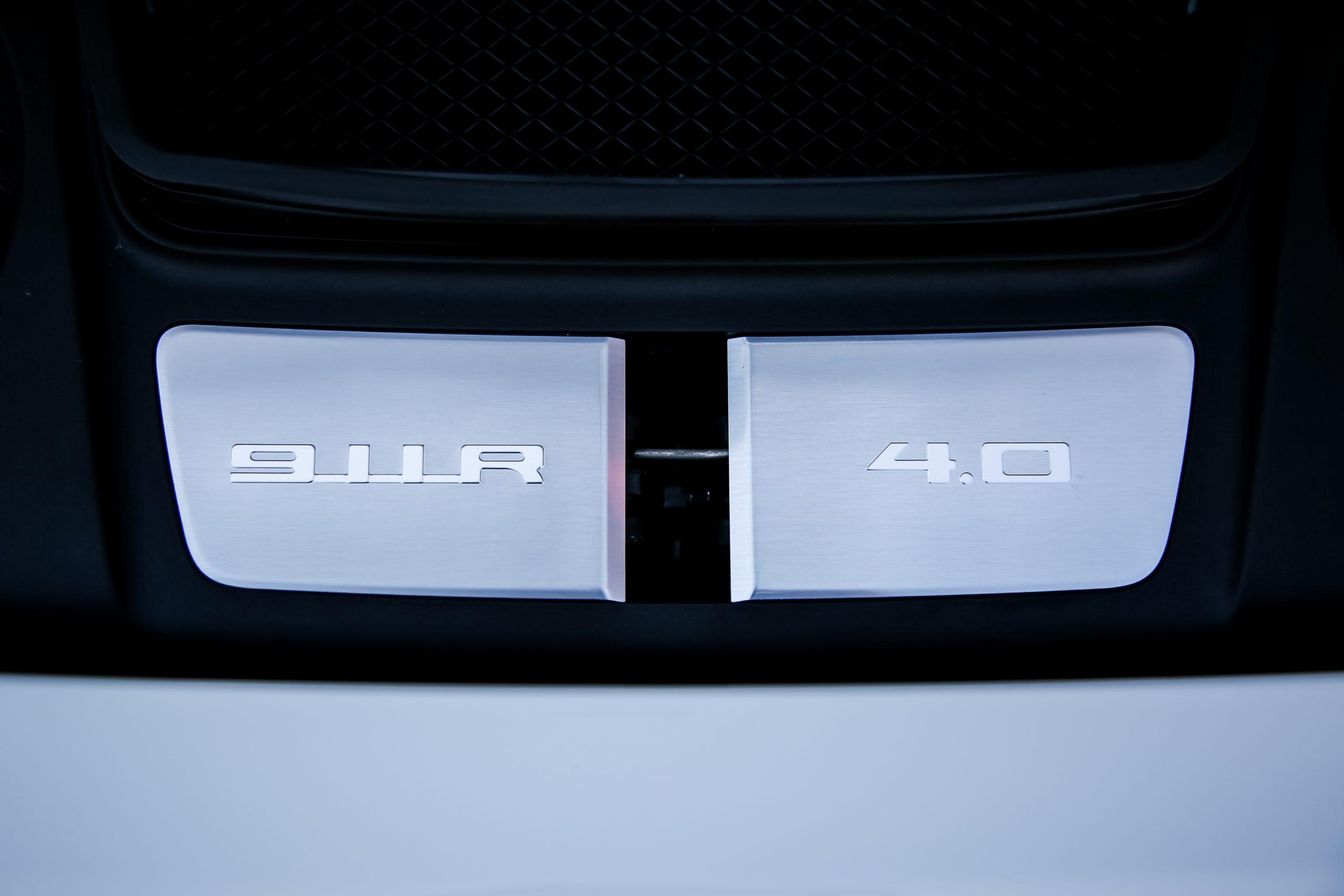 2016-Porsche-911-R badge