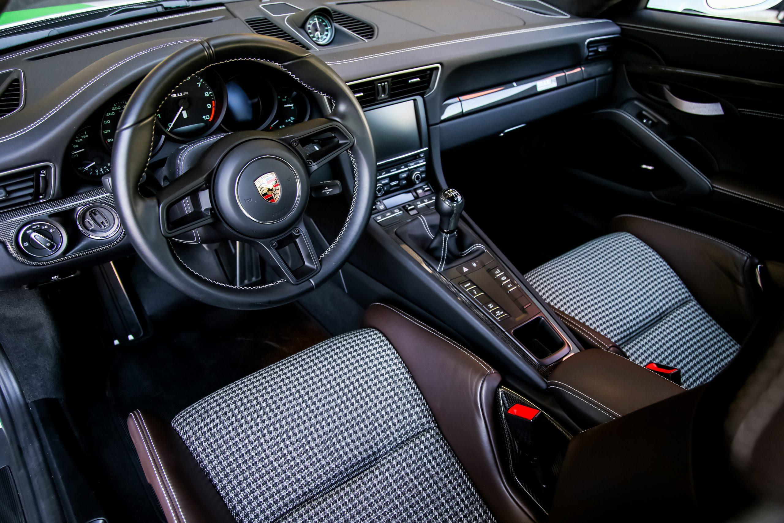2016-Porsche-911-R interior