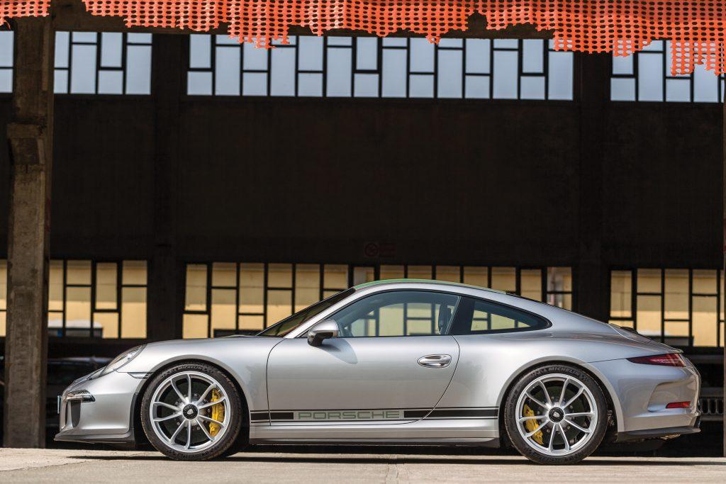 2016-Porsche-911-R side profile