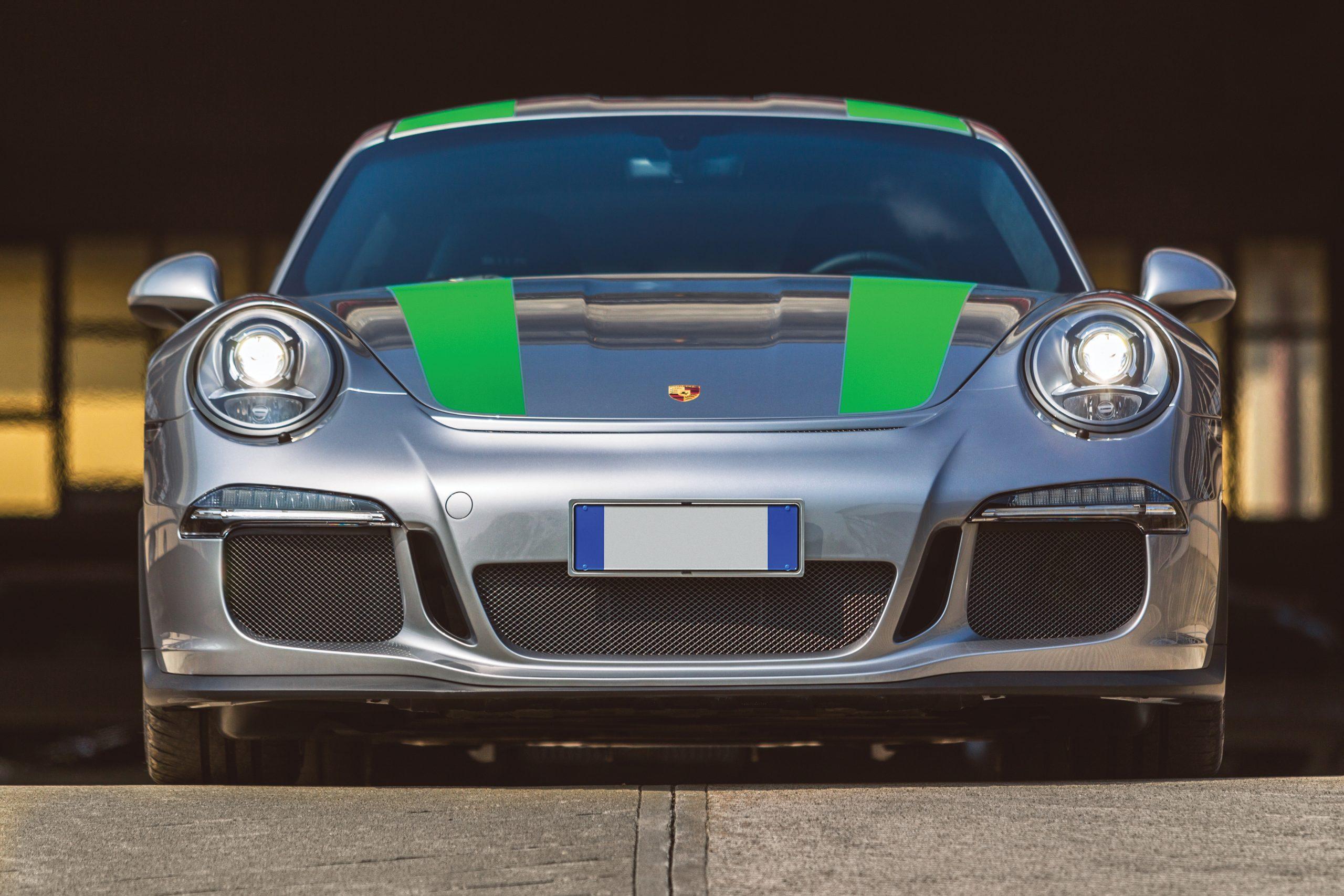 2016-Porsche-911-R front