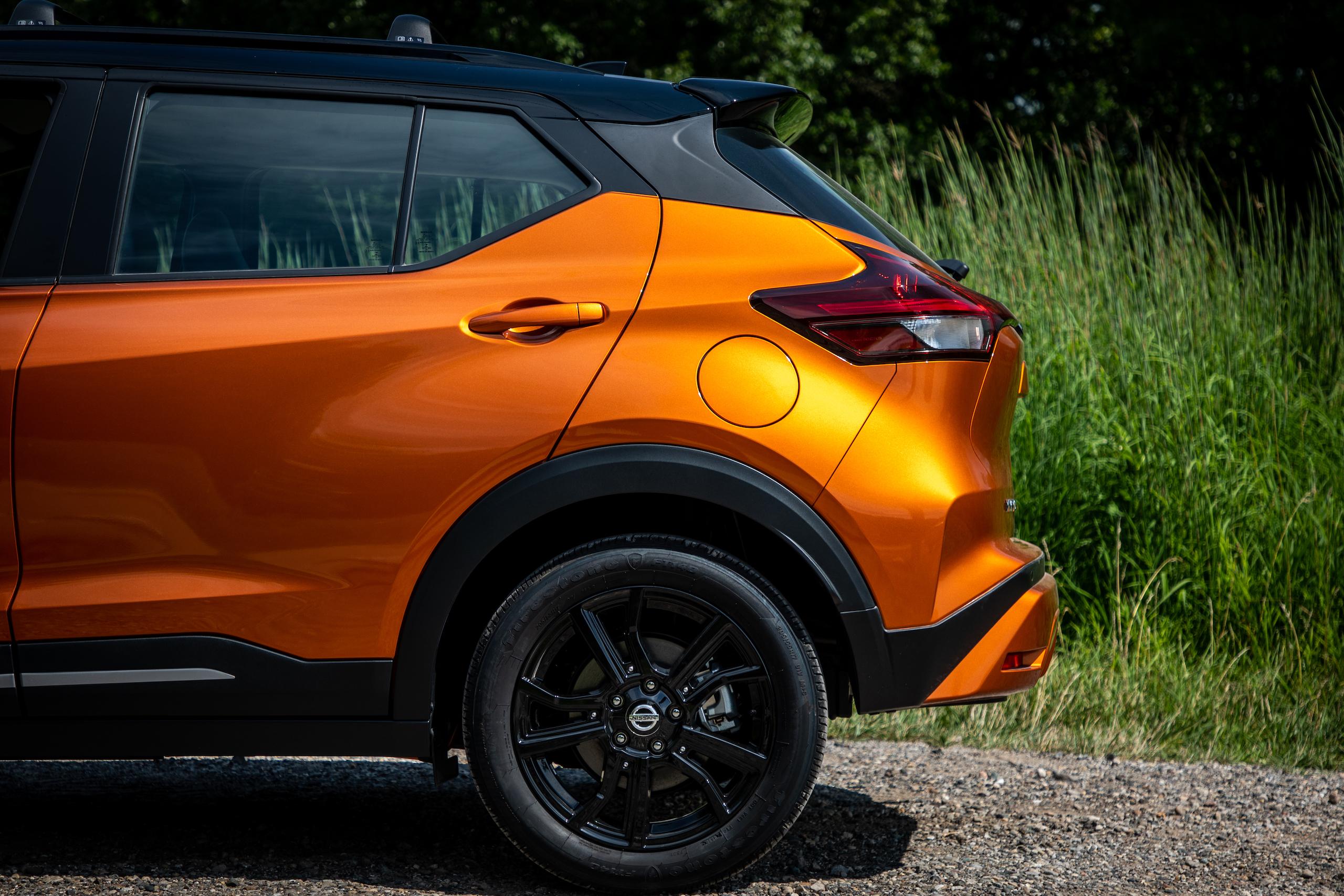 Nissan Kicks rear half side profile