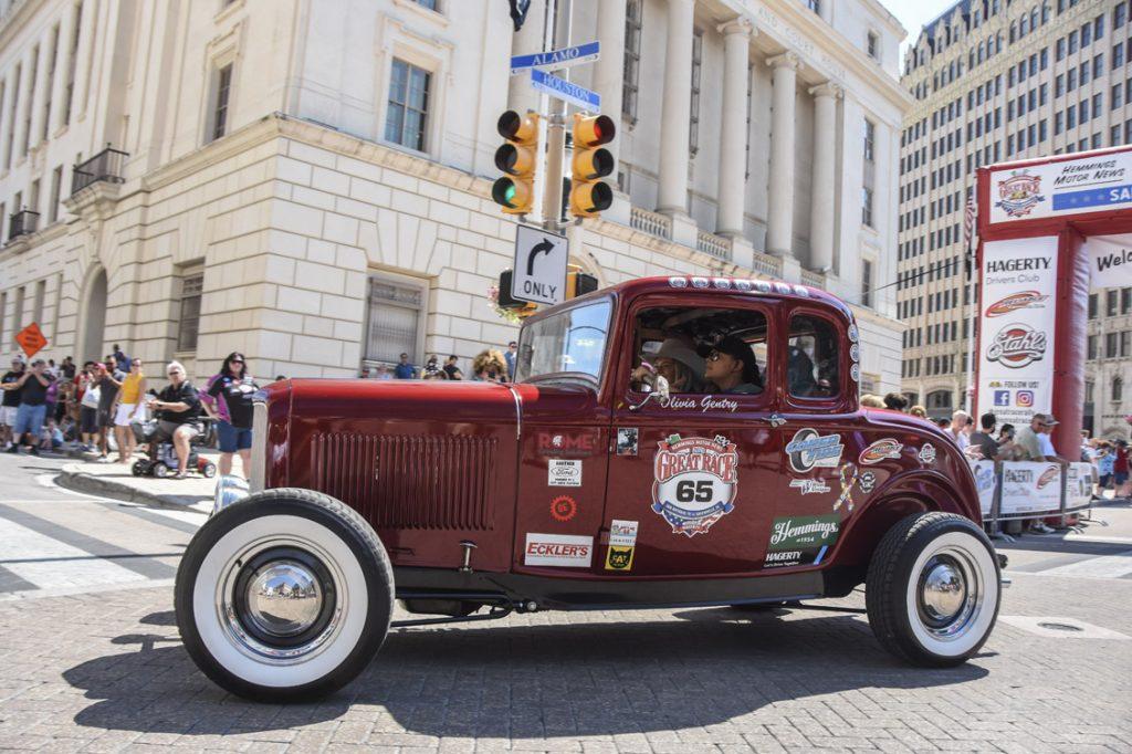 Gentry 1932 Ford starting line