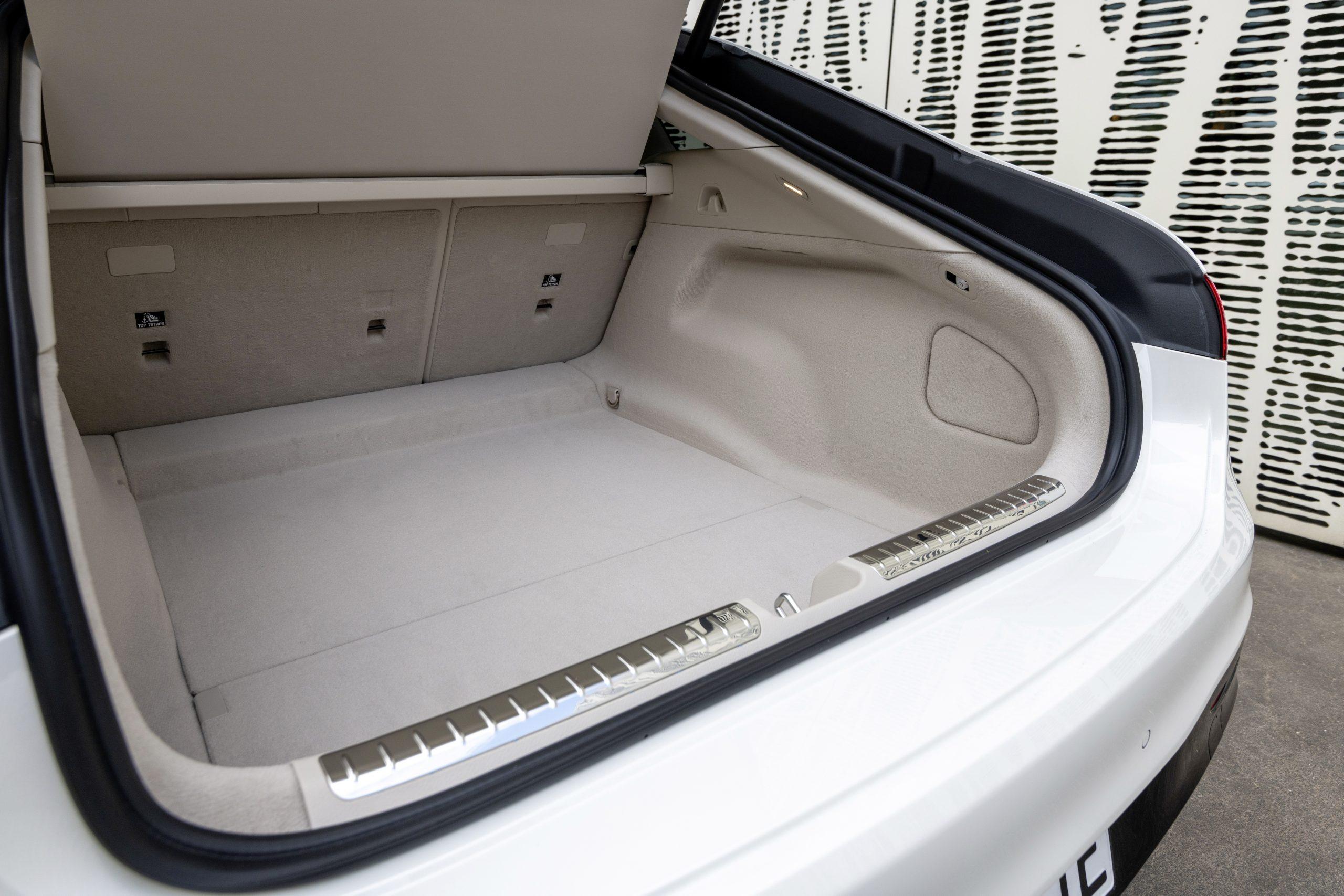2022 EQS 580 4MATIC Sedan (Euro spec) interior trunk