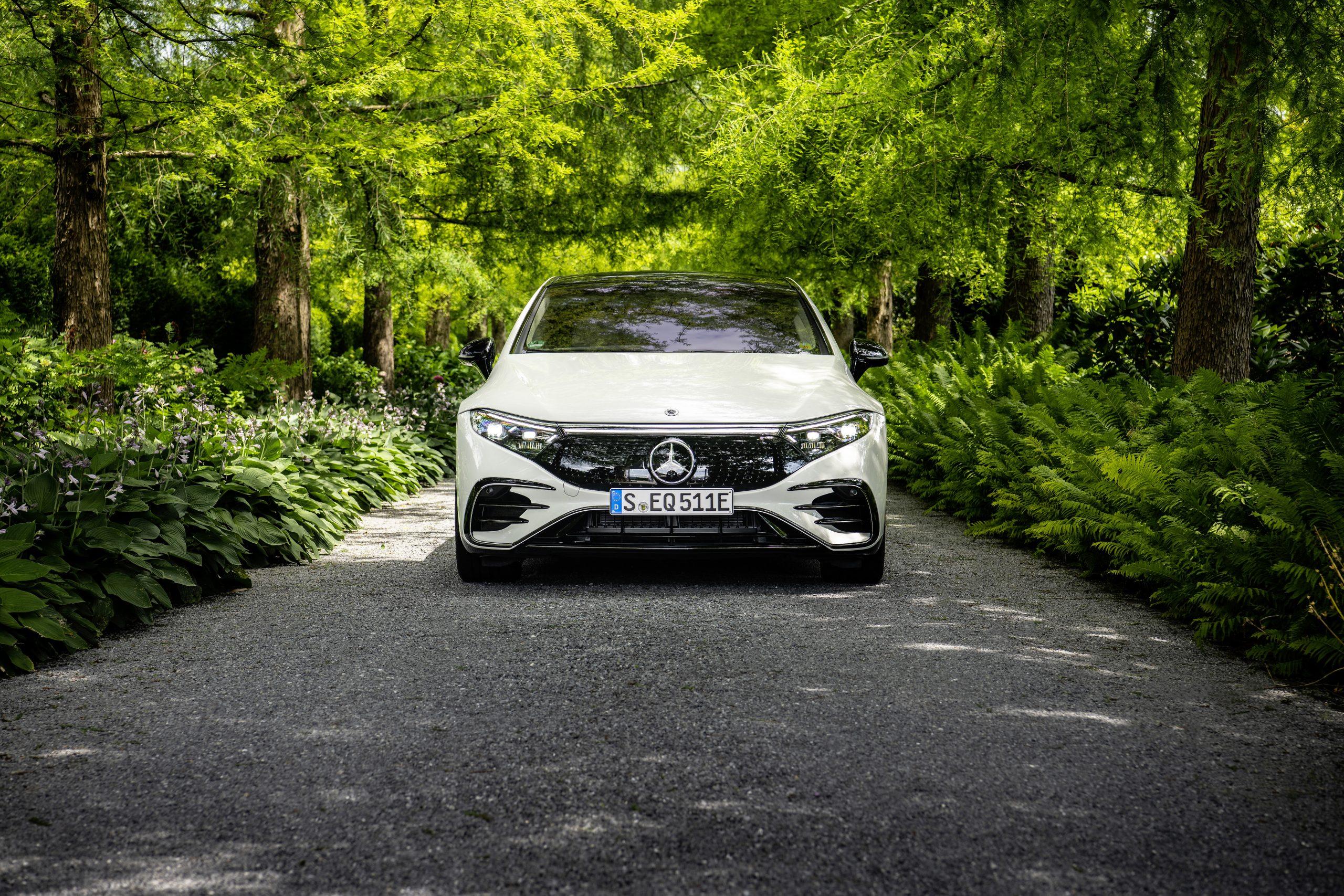 2022 EQS 580 4MATIC Sedan (Euro spec) front