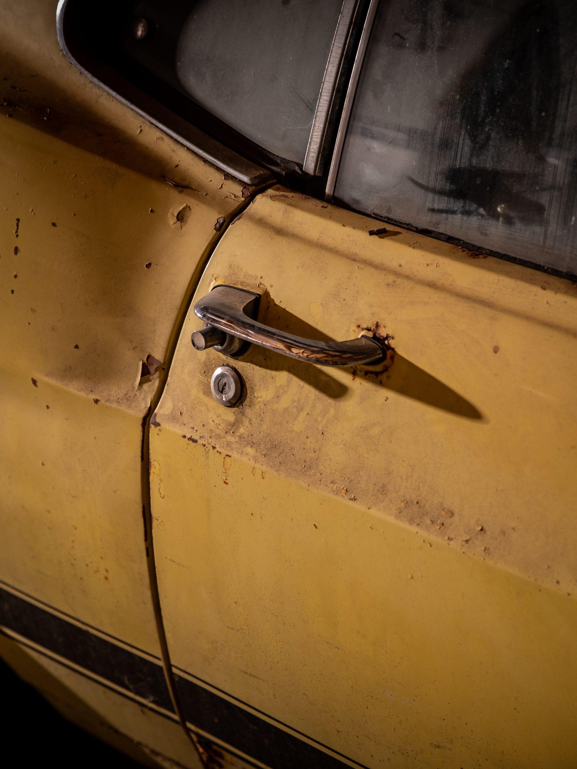 Boss Mustang connection door handle detail