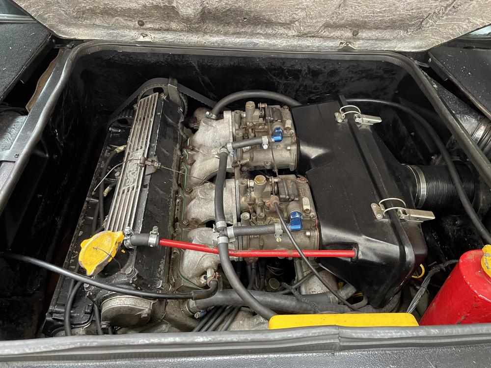 Lotus Esprit S3 engine