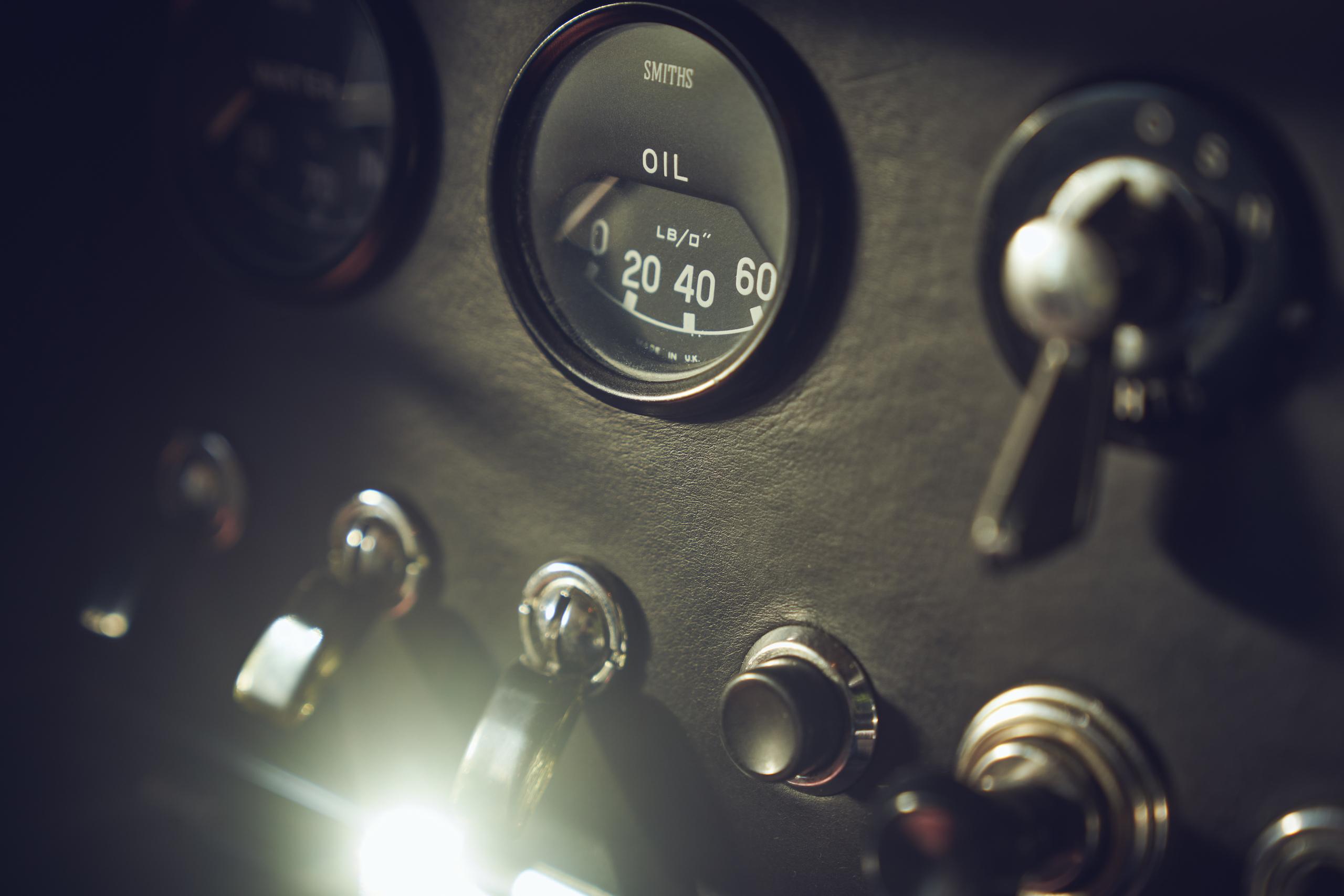 Jaguar E-Type gauges