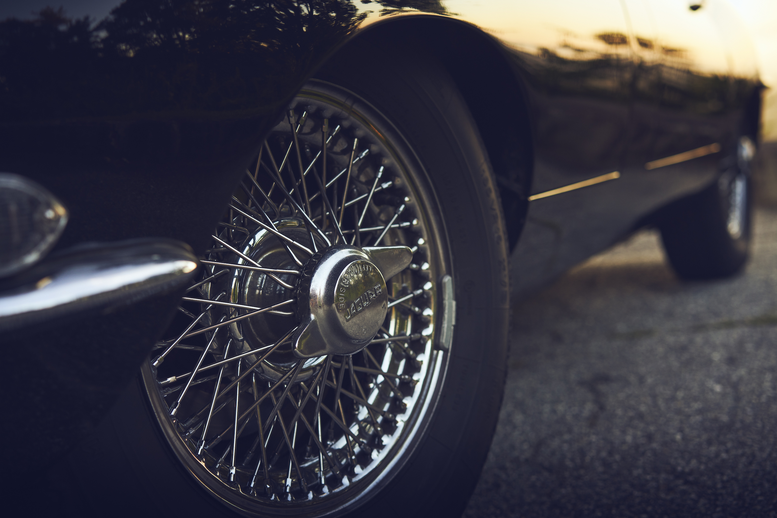 Jaguar E-Type wheel hub spoke detail