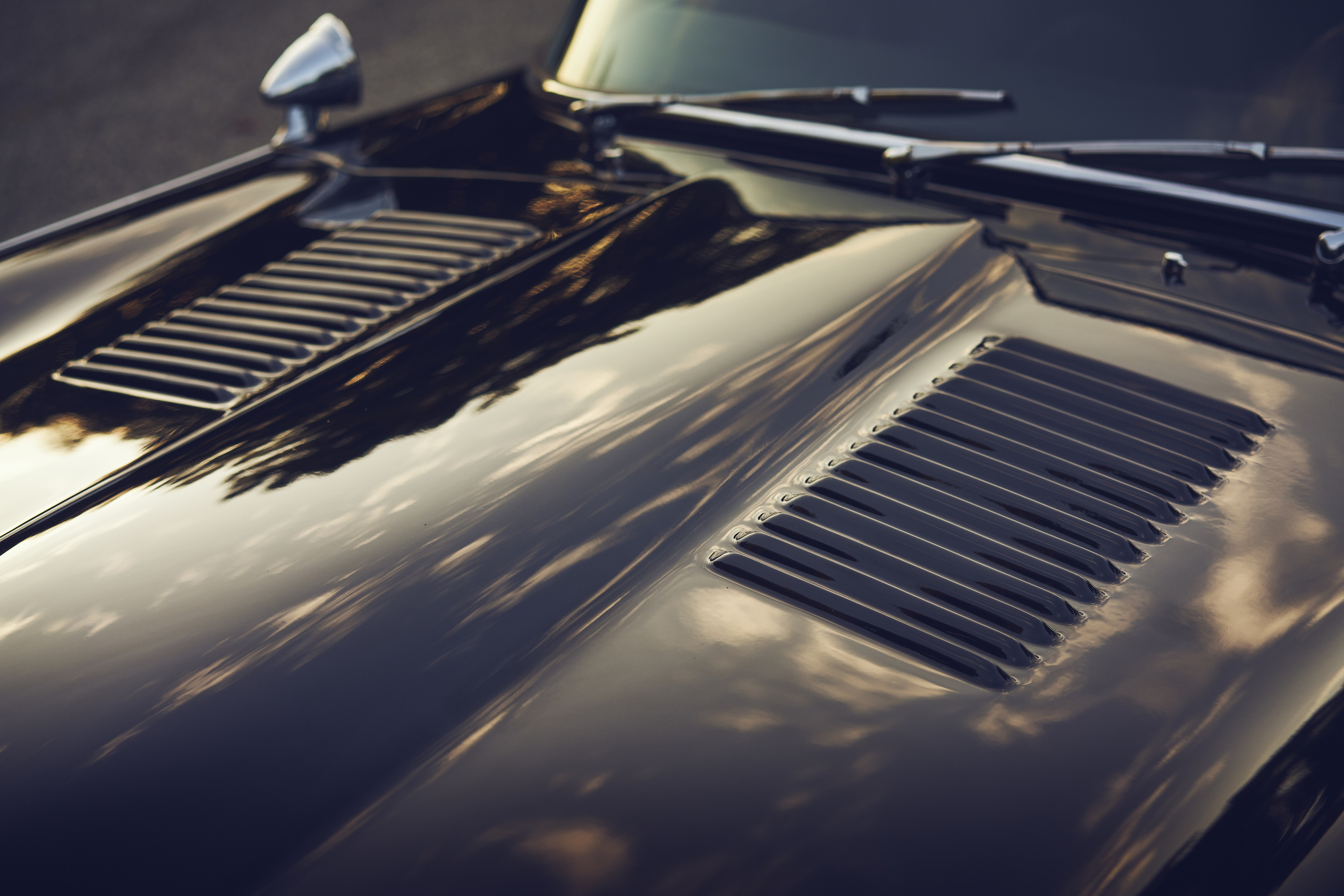 Jaguar E-Type hood vent detail