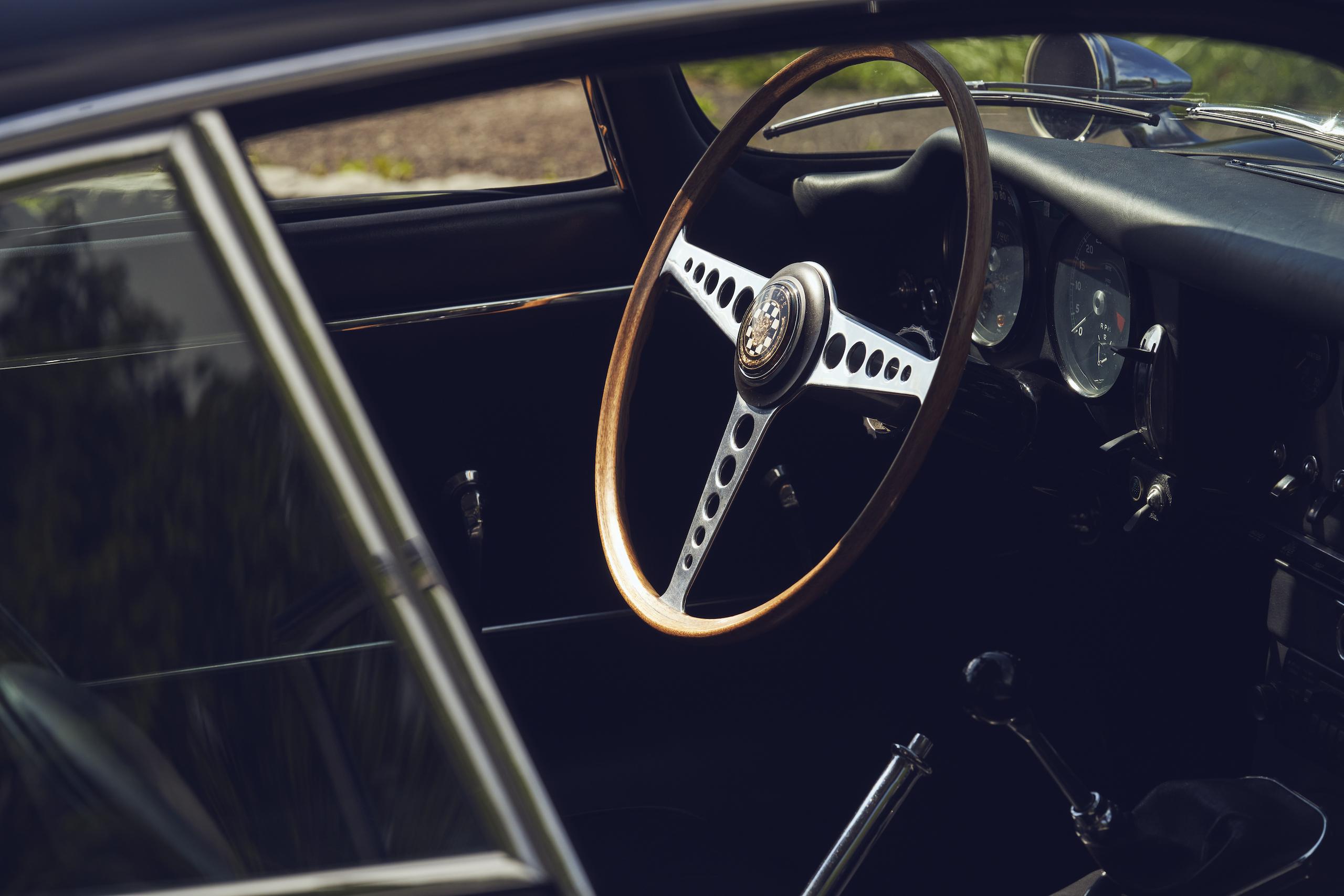 Jaguar E-Type interior steering wheel